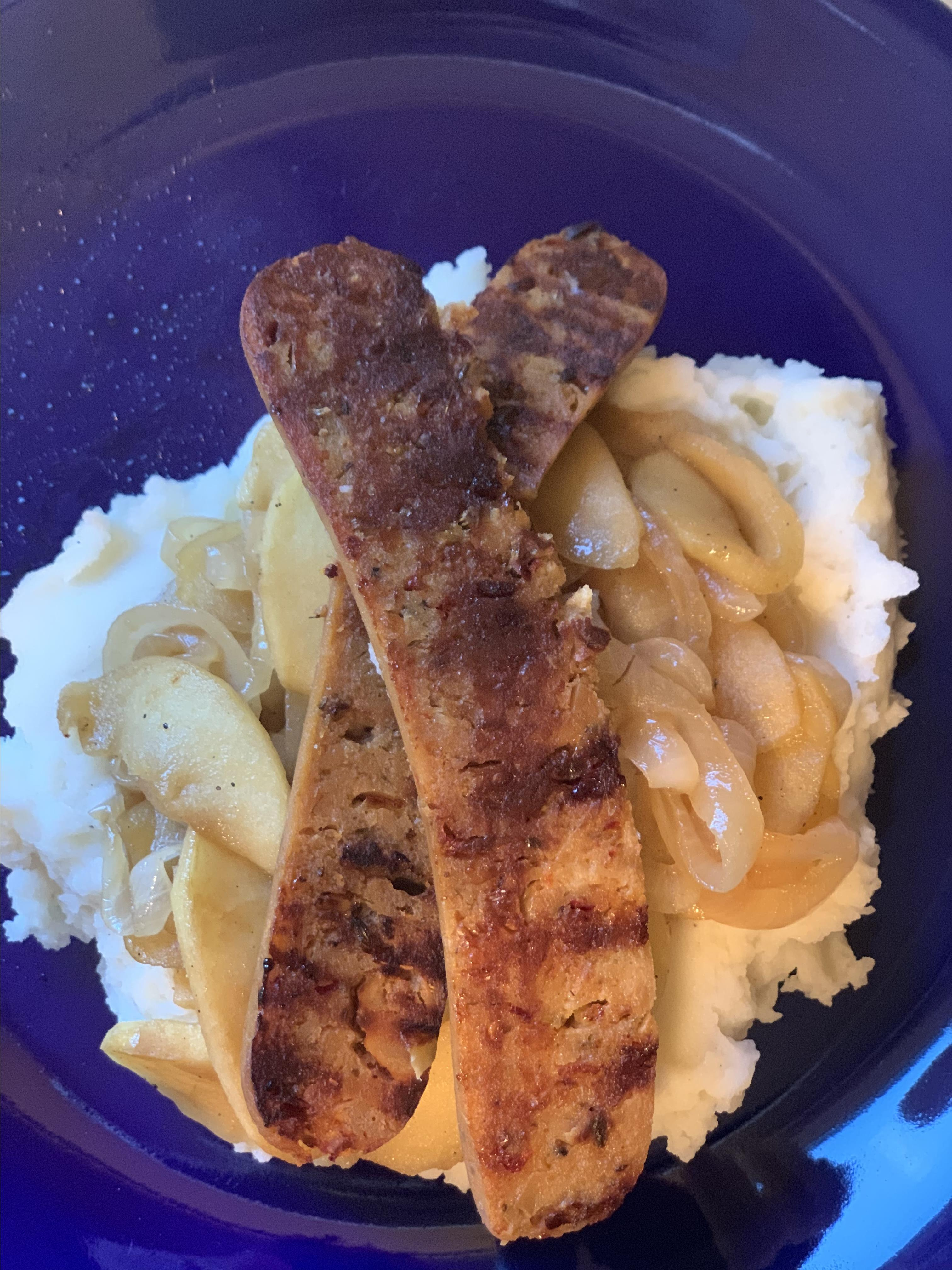 Grilled Sausages with Caramelized Onions and Apples traunza