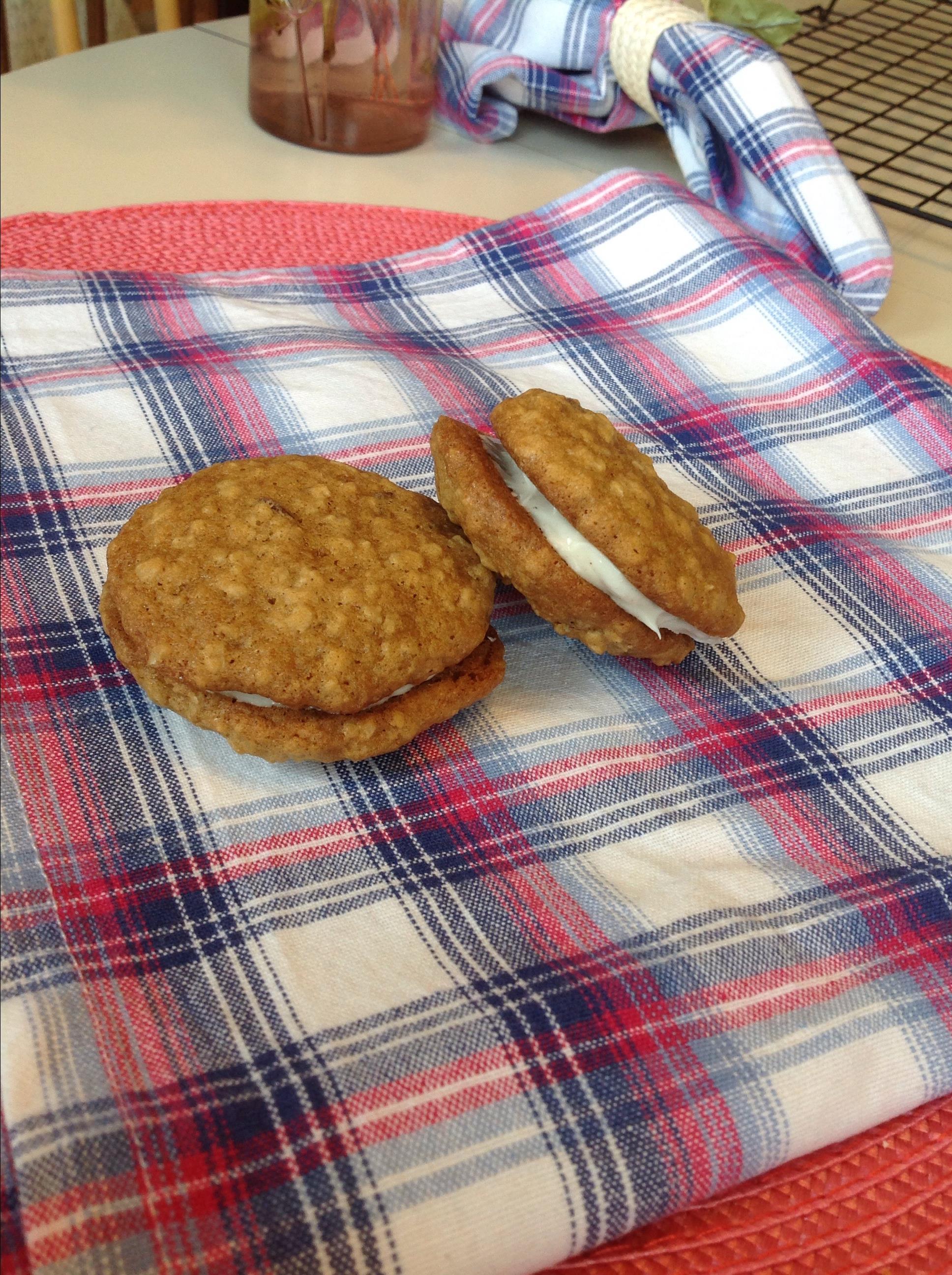 Oatmeal Cinnamon Cream Pies meg