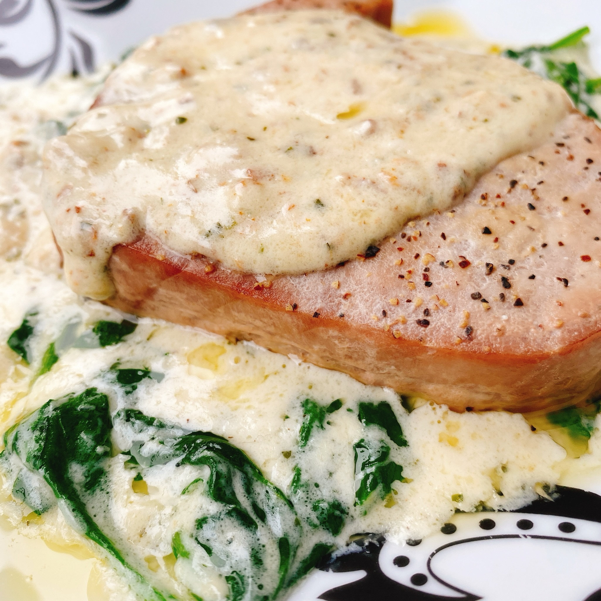 Tuna Steaks with Garlic-Herb Cream Sauce