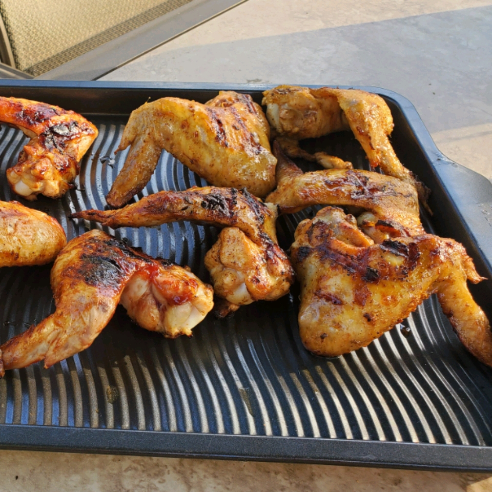 Juicy Extra Flavored Grilled Chicken Wings