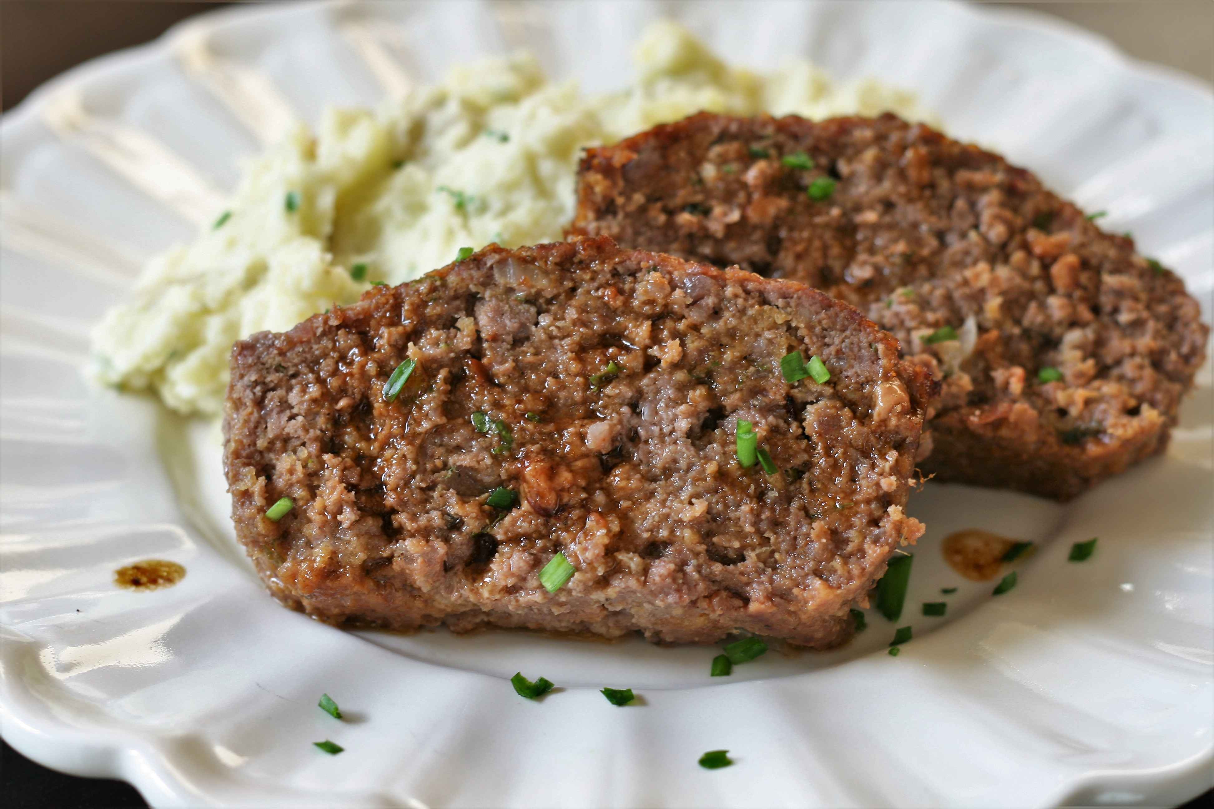 Low-Carb Meatloaf with Pork Rinds