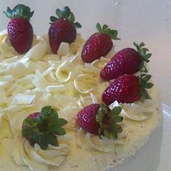 Light Strawberry Layer Cake essensual911