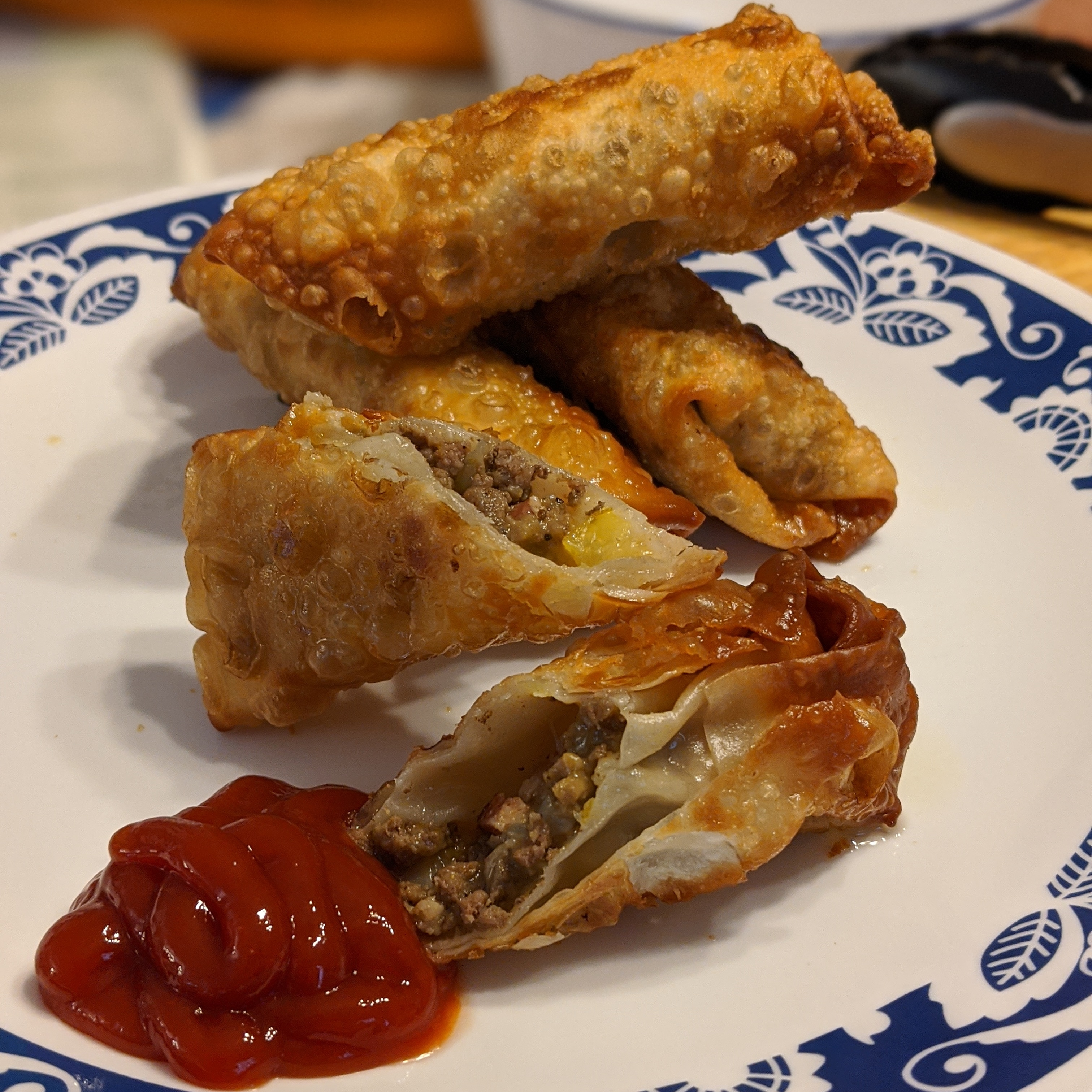 Cheeseburger Egg Rolls samlawali