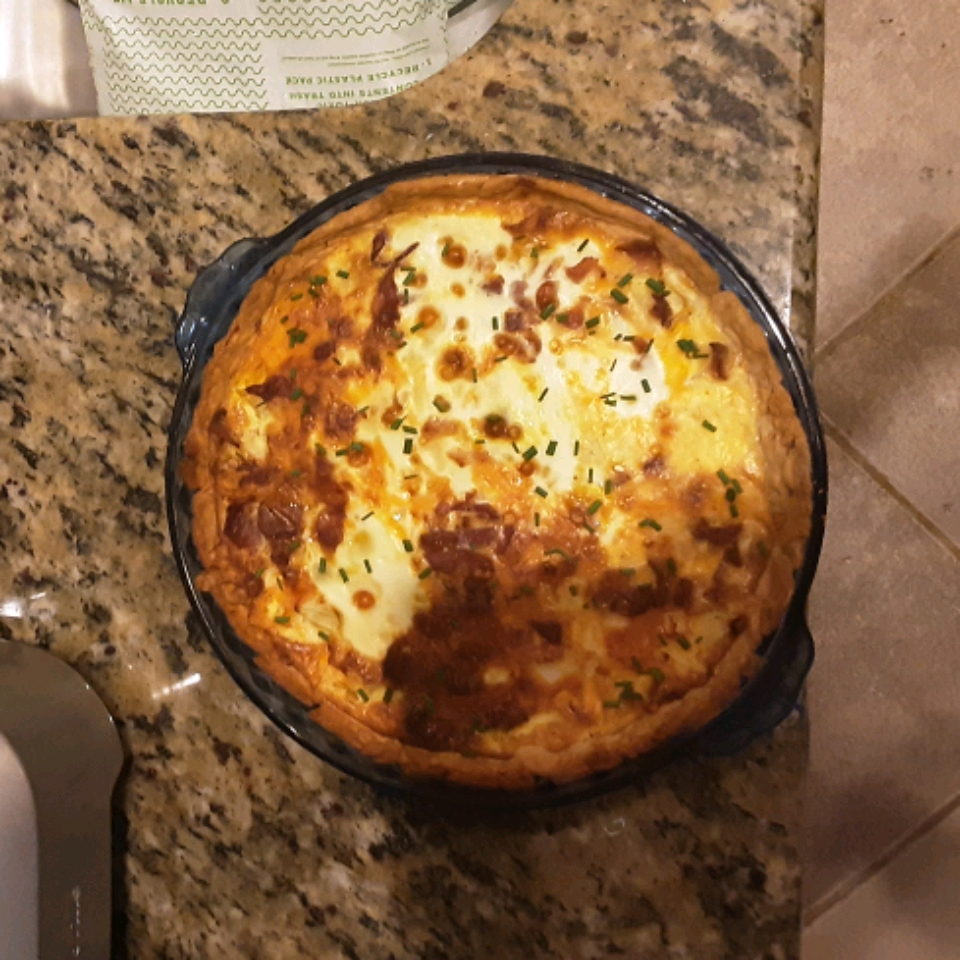 Easy Bacon and Cheese Quiche kate