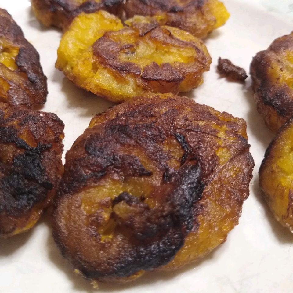Puerto Rican Tostones (Fried Plantains) Sophie Zimmermann