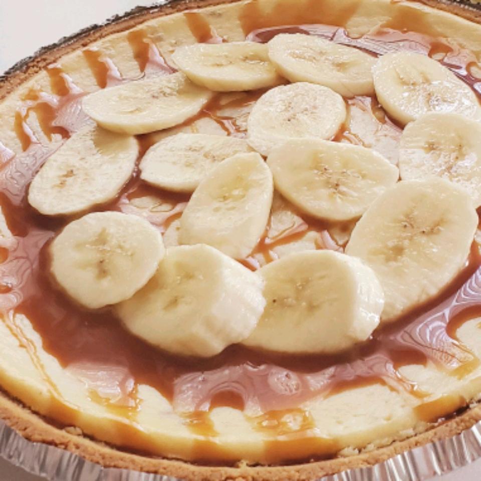 Banana Cheesecake with Caramel Sauce