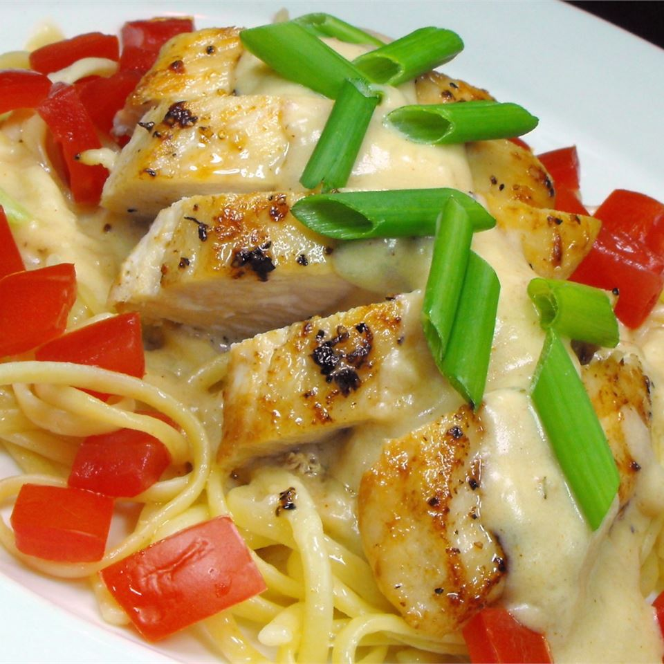 Creamy Chicken on Linguine bellepepper
