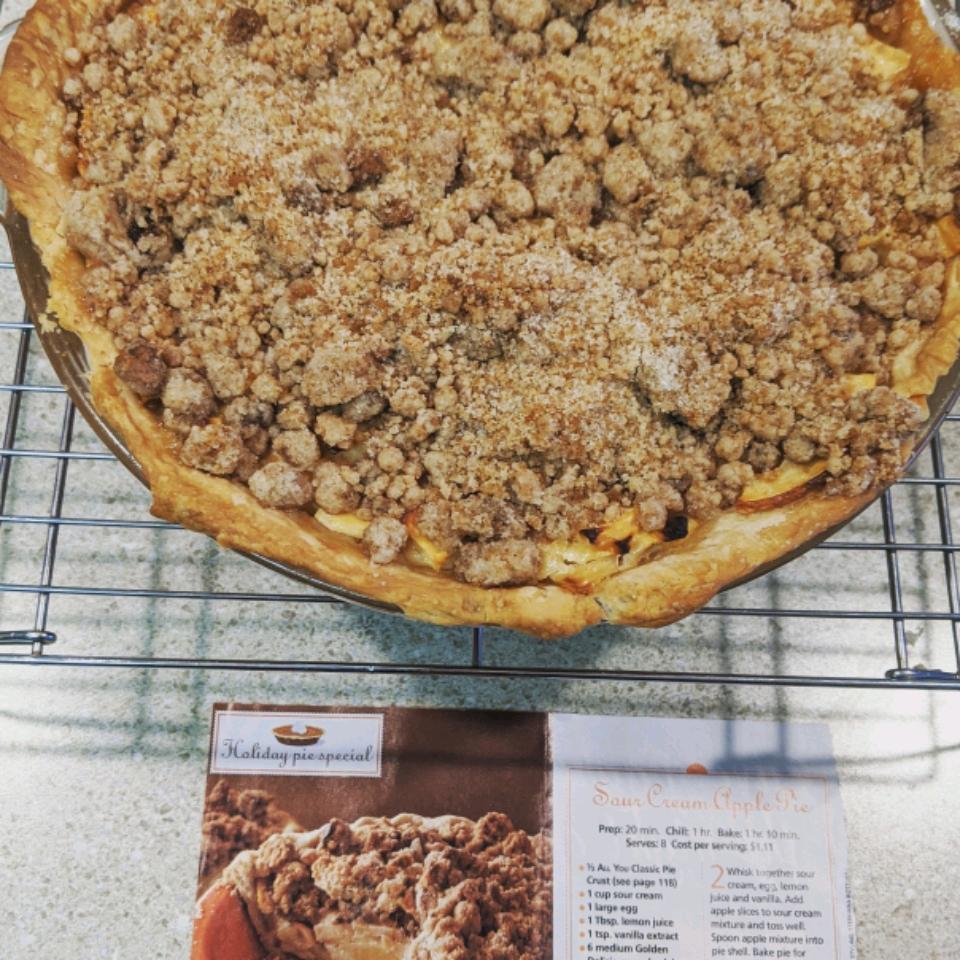 Sour Cream Apple Pie II Bethamy Robin
