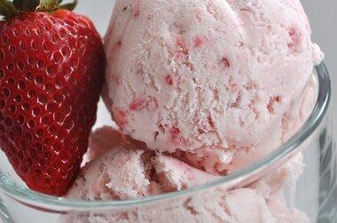 easy eggless strawberry ice cream recipe