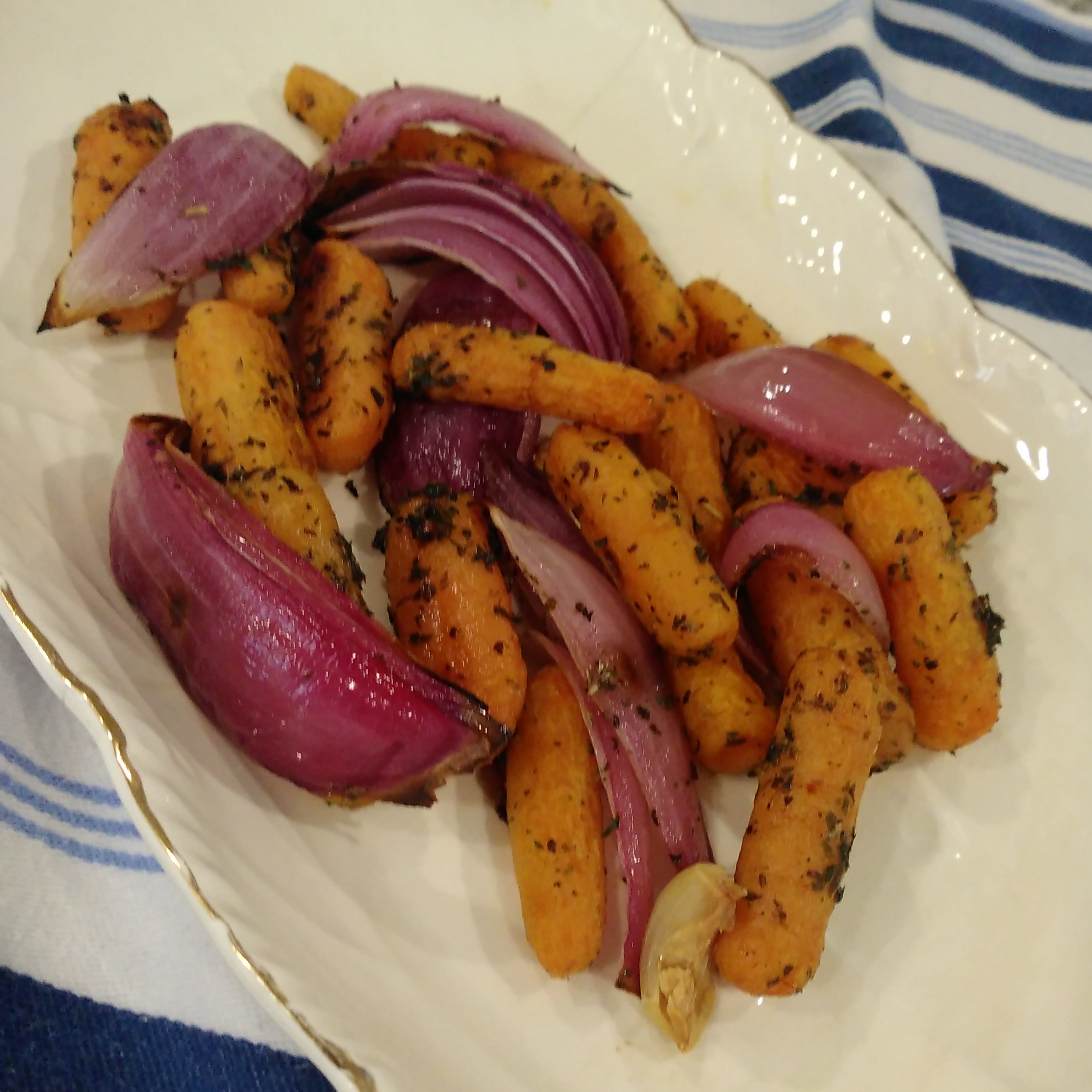 Oven-Roasted Carrots and Onions