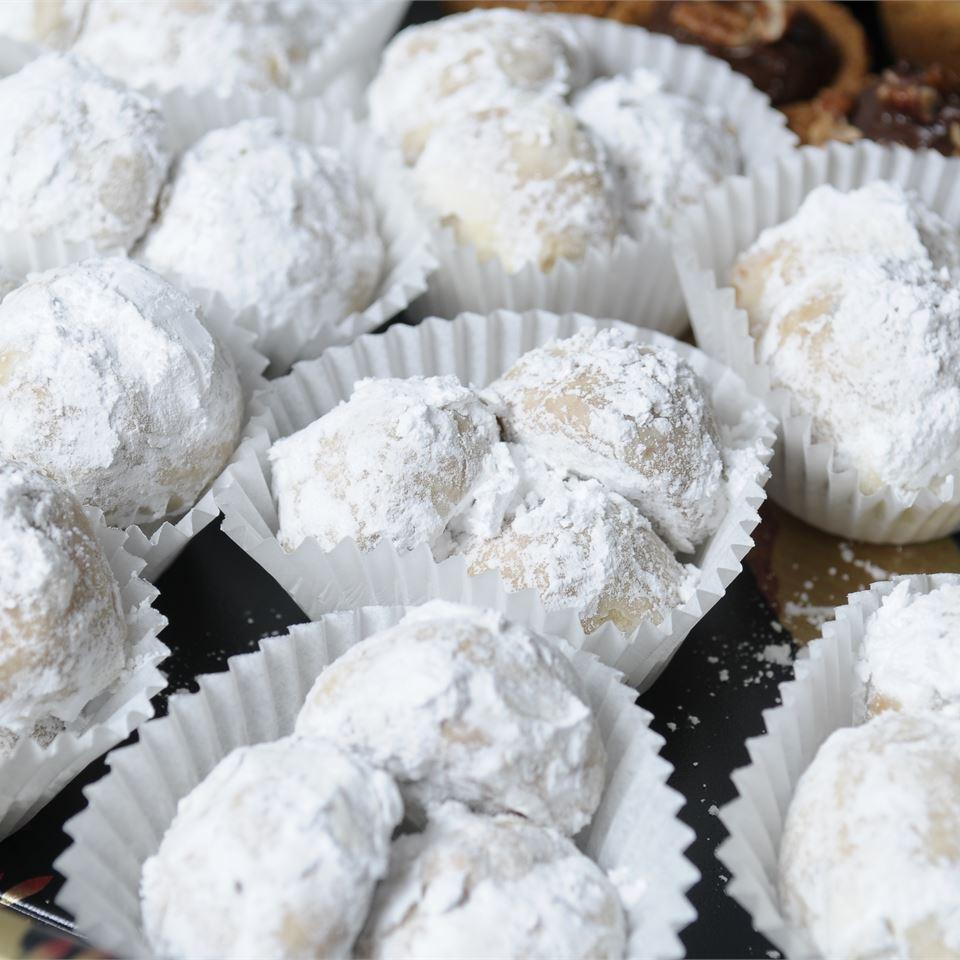 Elizabeth Dole's Pecan Roll Cookies jjjquan
