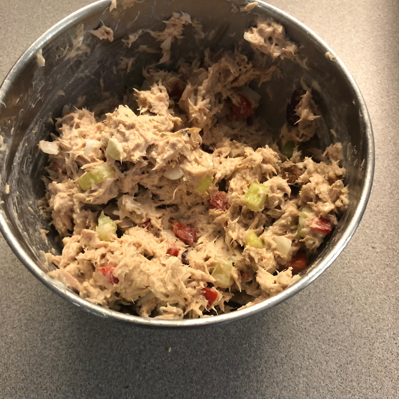 Creamy and Crunchy Tuna Salad Supreme Ray