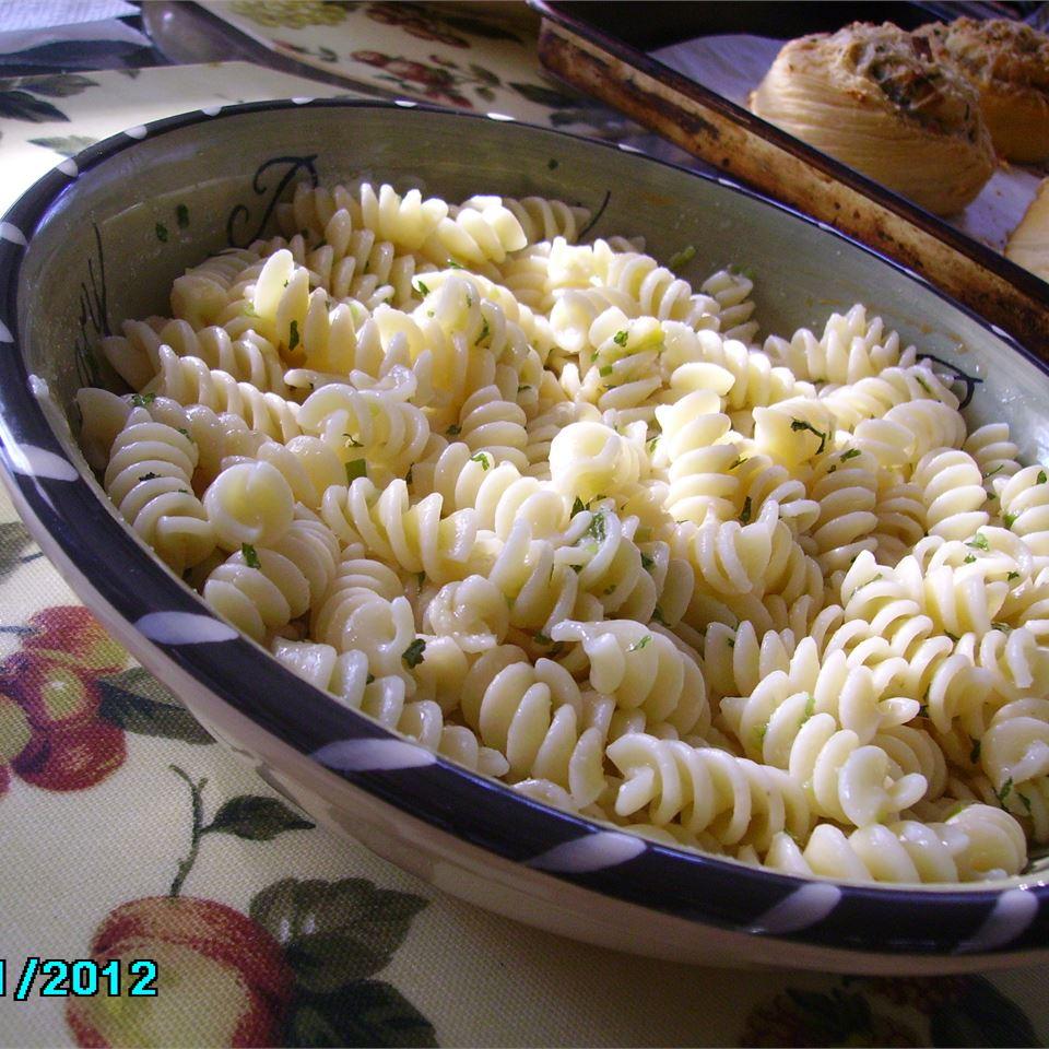 Garlic and Green Onion Pasta Salad Christina