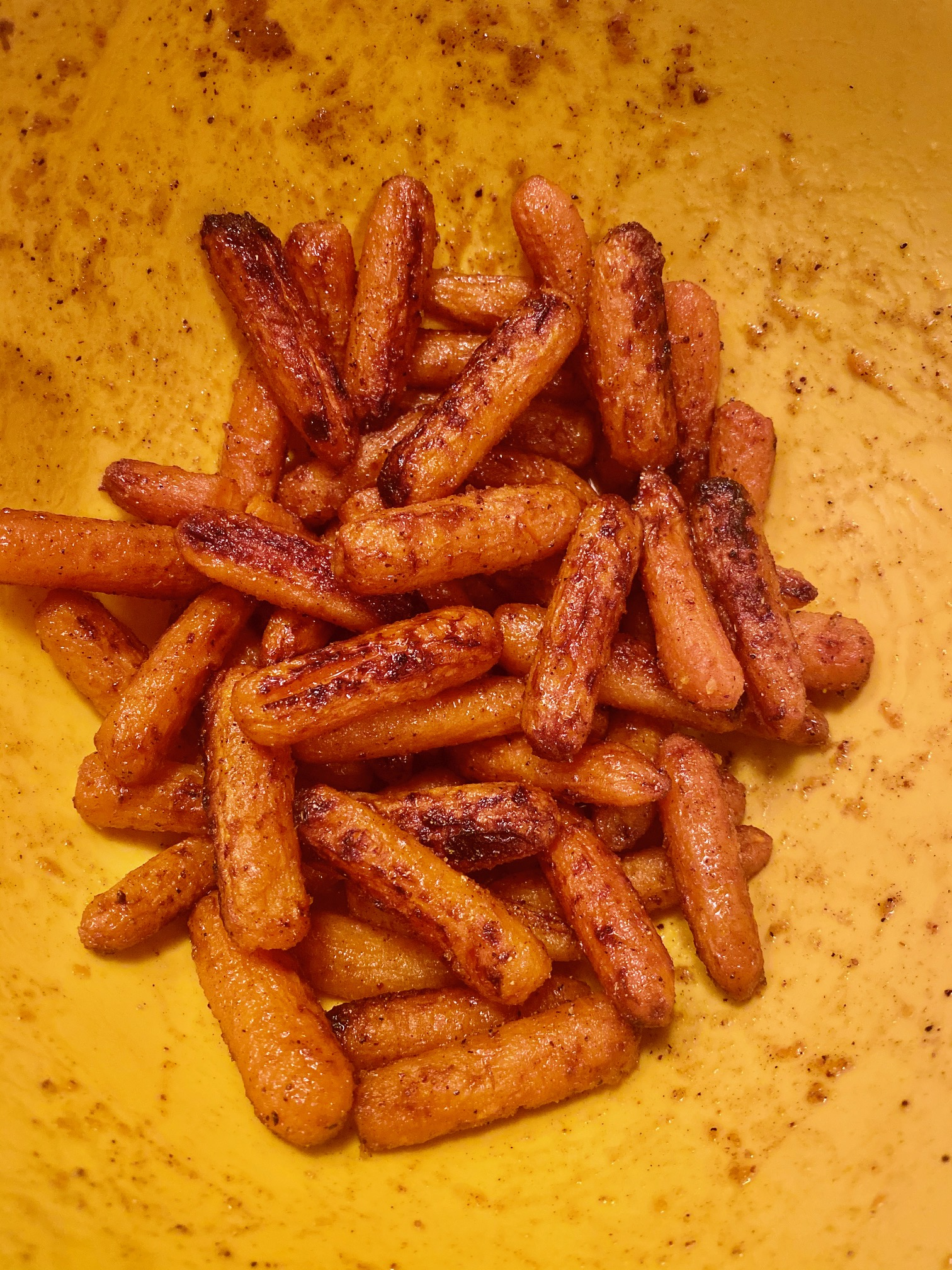 Air Fryer Sweet and Spicy Roasted Carrots mdr2450