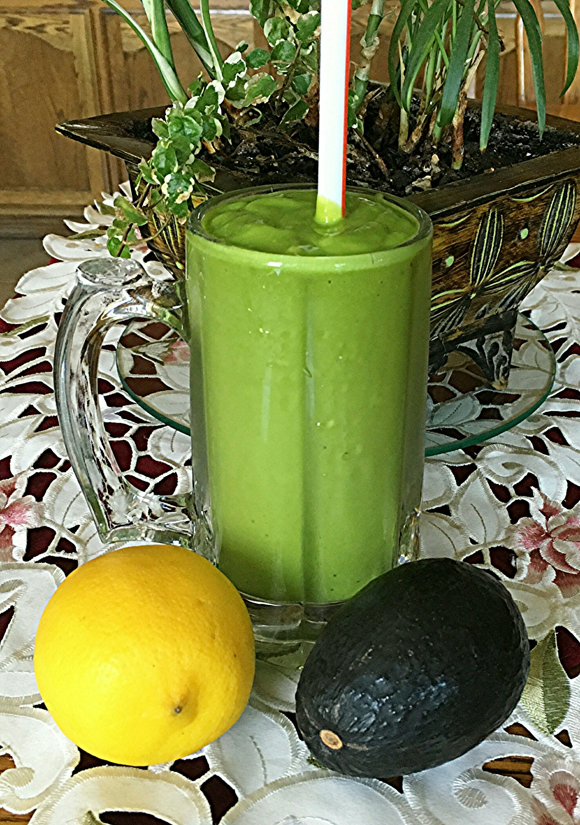 Spinach, Avocado, and Mango Smoothie