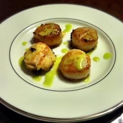 Seared Scallops with Jalapeno Vinaigrette lovestohost