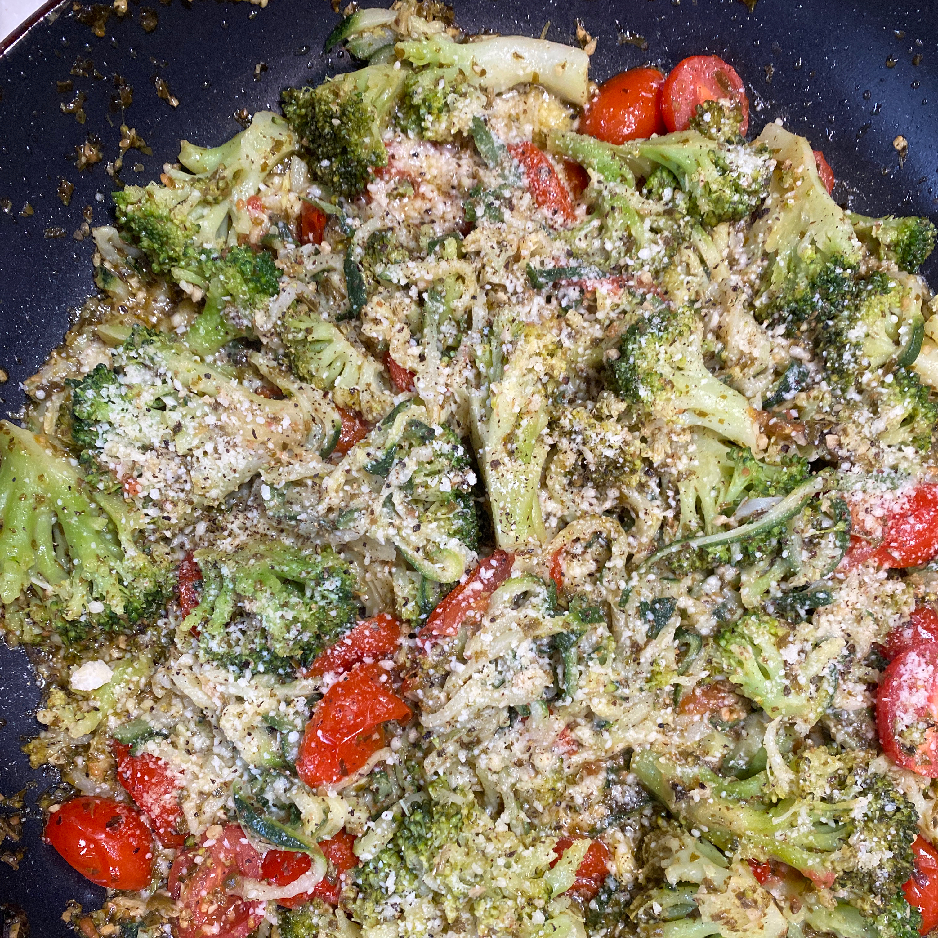 Pesto Zucchini Noodles with Tomatoes and Broccoli dub
