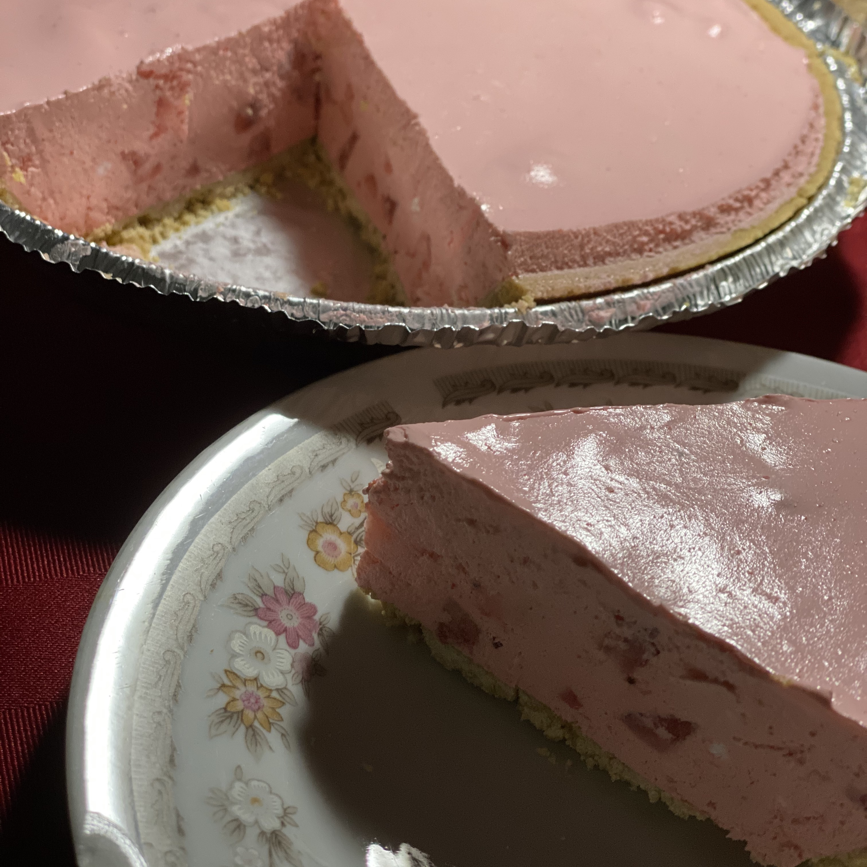 Fluffy Strawberry Pie ANA DIPP