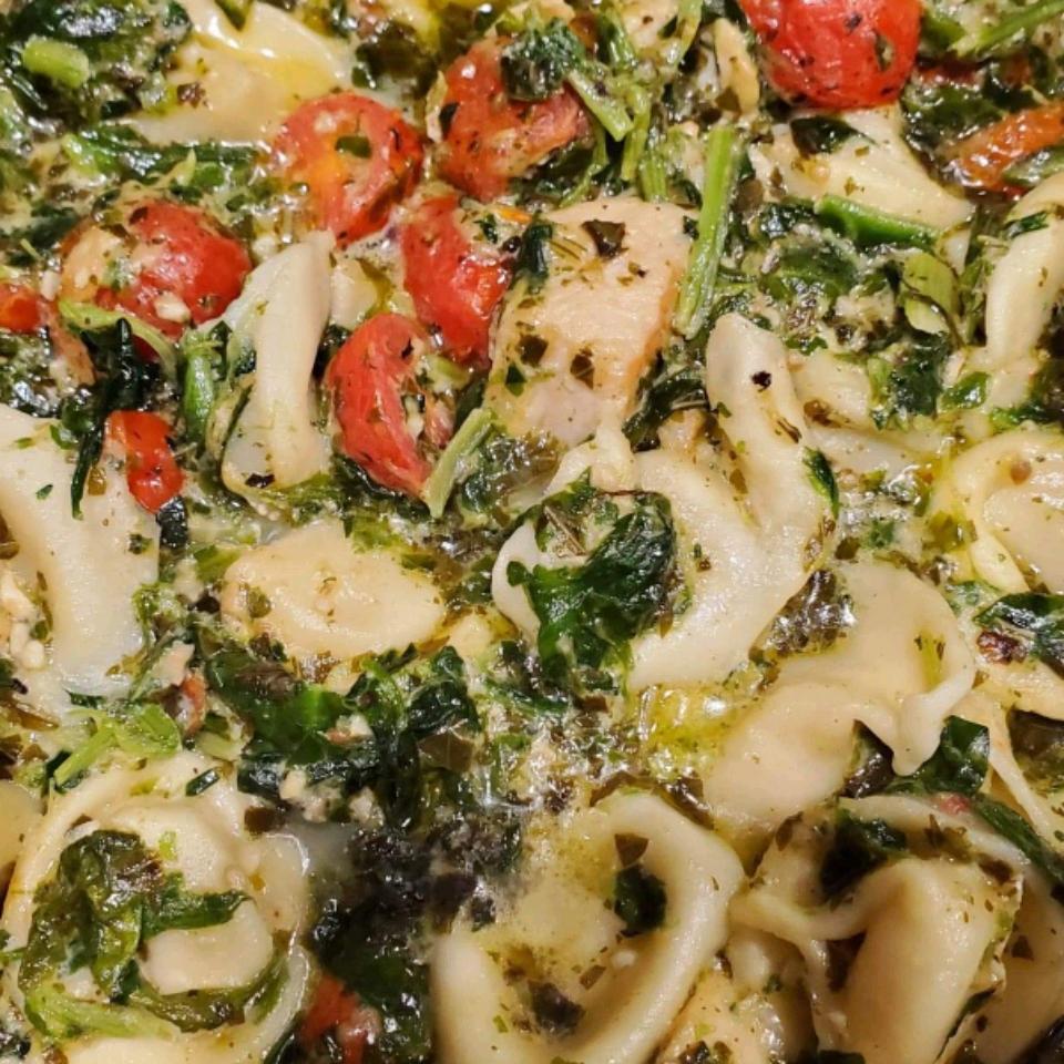Chicken and Tortellini Pesto Skillet shandi