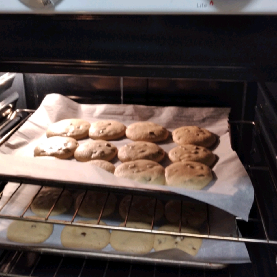NESTLE® TOLL HOUSE® Caramel Filled DelightFulls™ Chocolate Chip Cookies jay moe