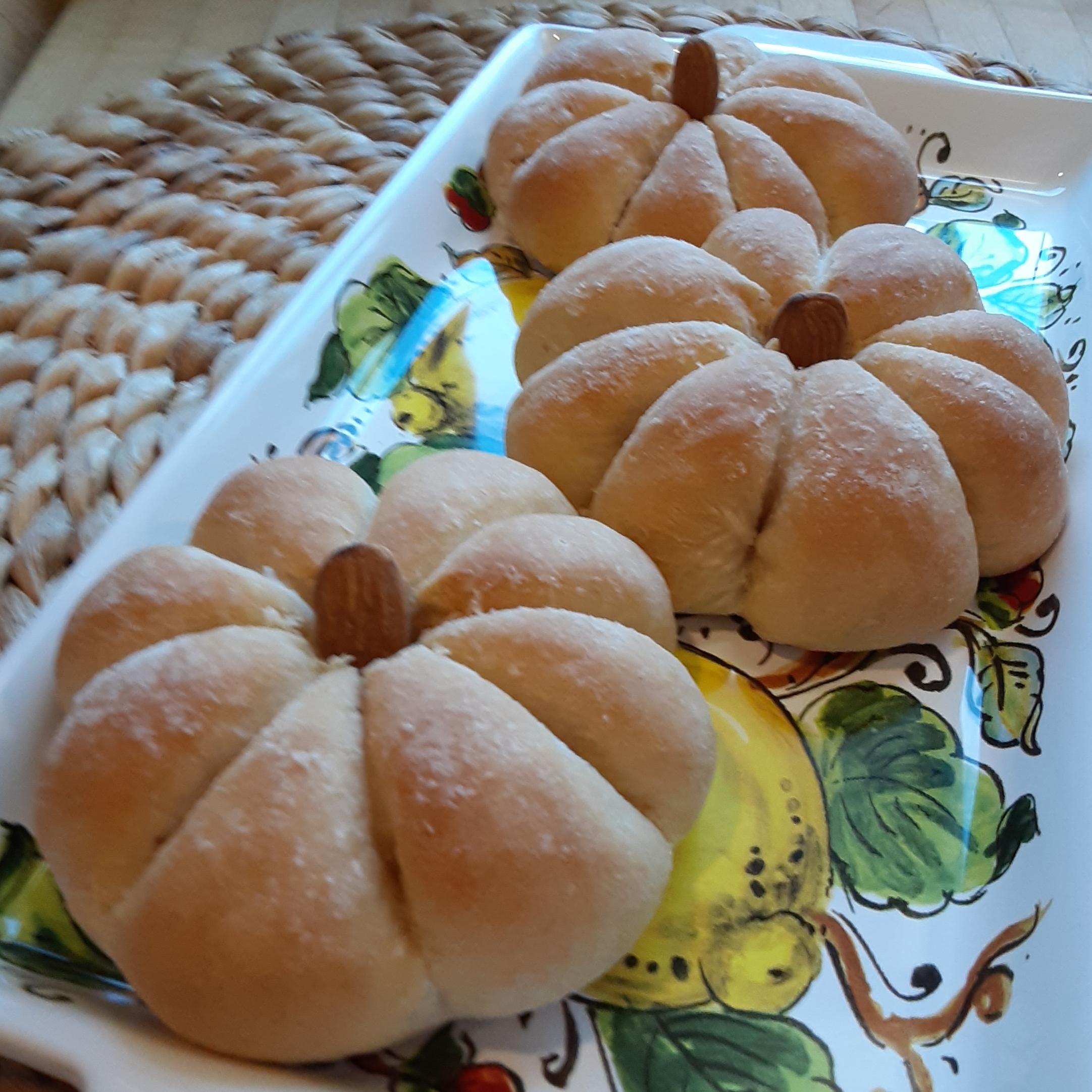 Pumpkin-Shaped Dinner Rolls