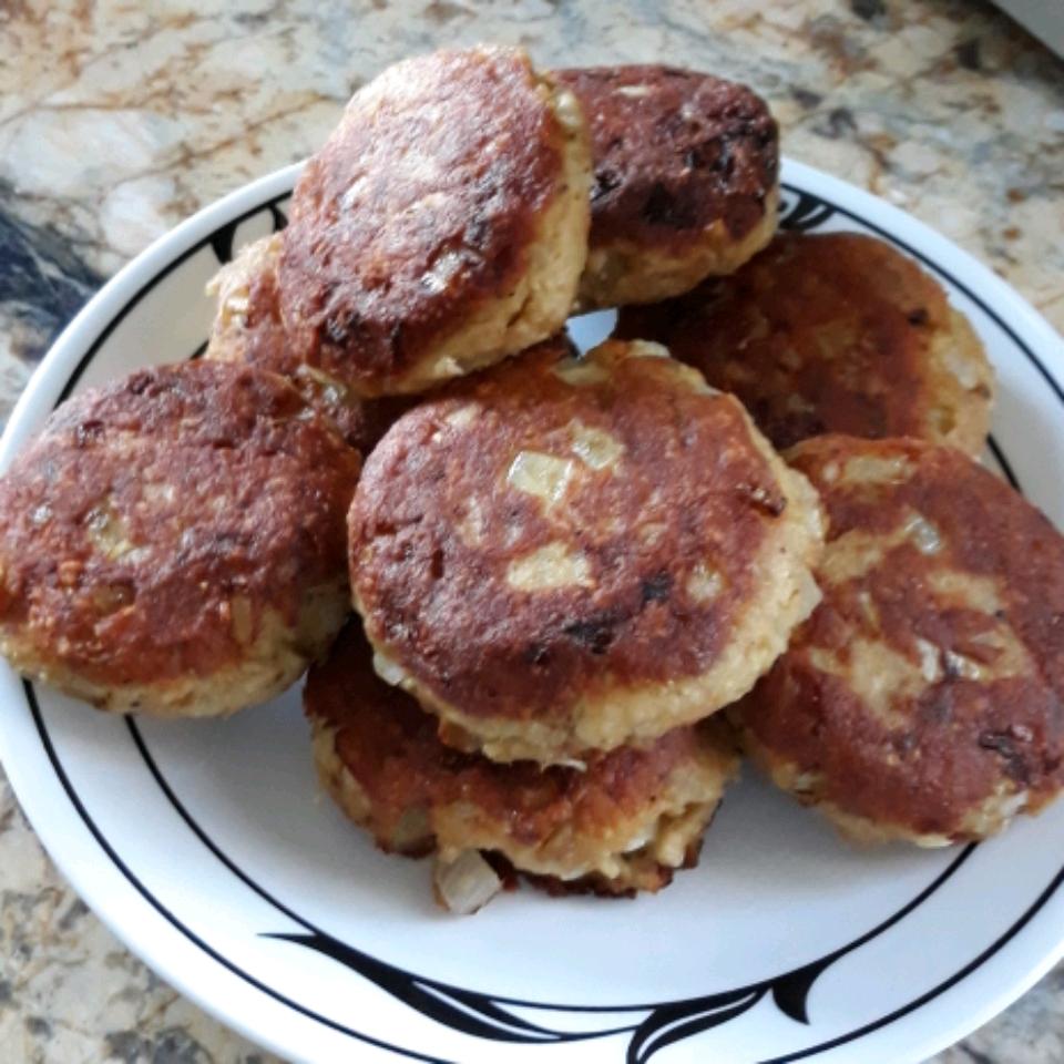 Grandma's Famous Salmon Cakes