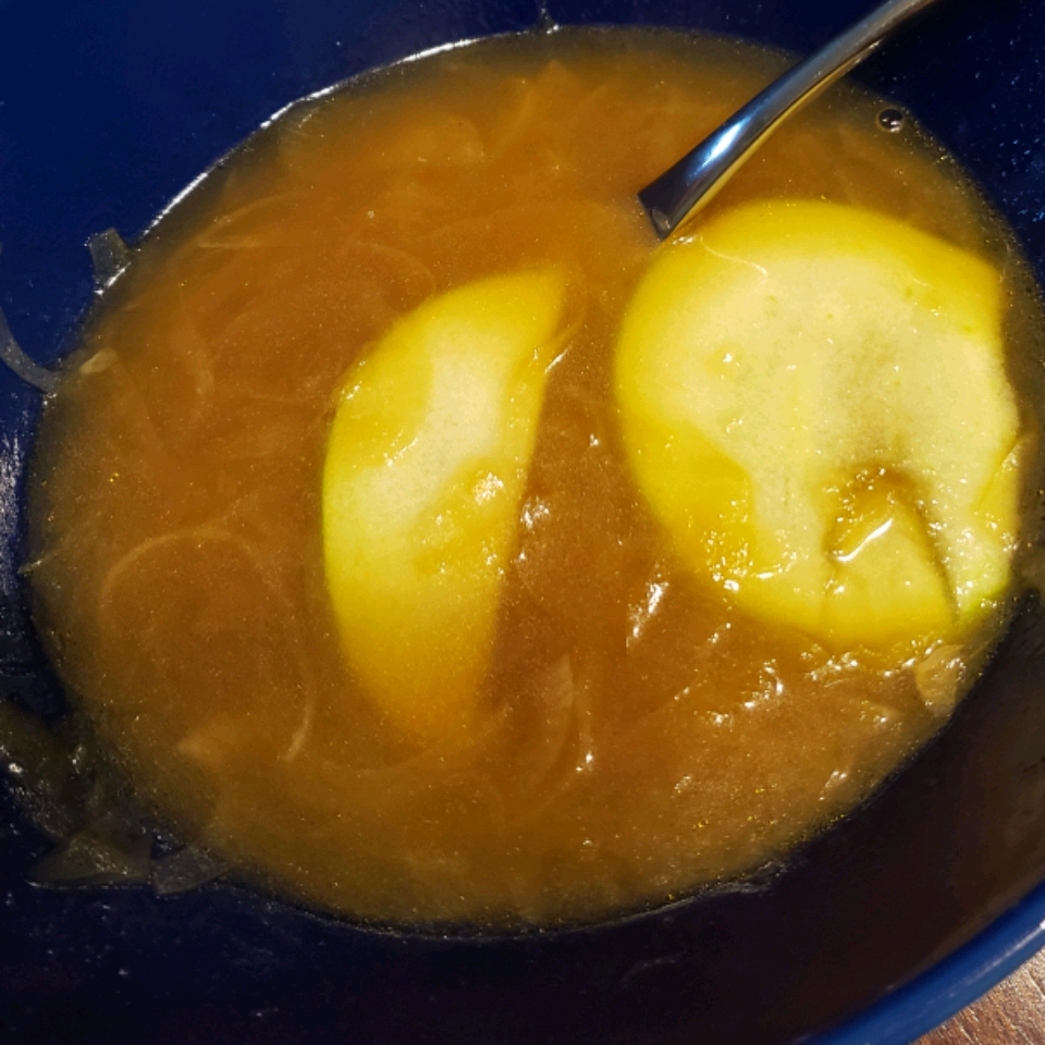 German Apple-Onion Soup