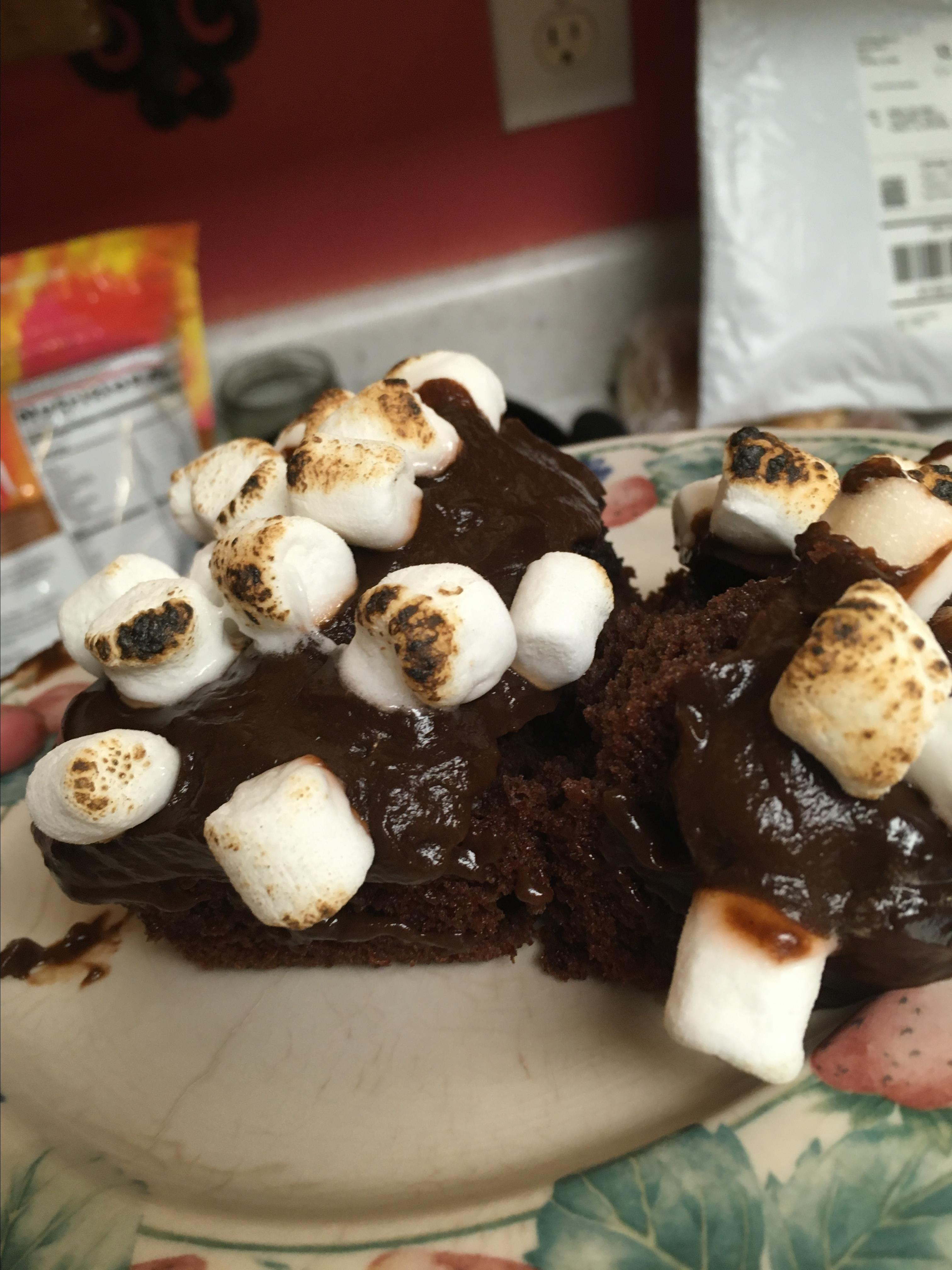 Toasted Marshmallow-Chocolate Pudding Cake hutch