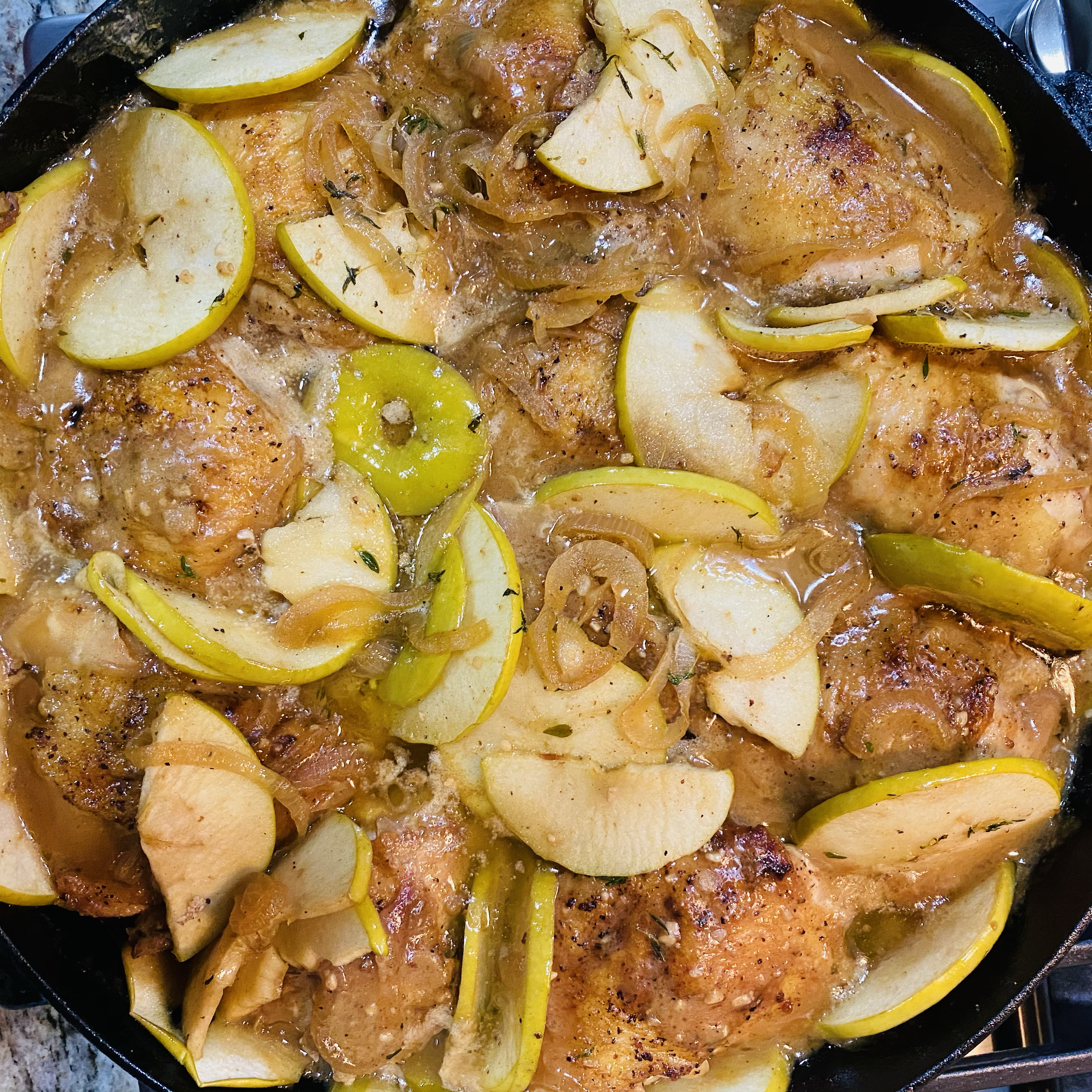 Baked Chicken Thighs with Apples and Onions Alvin
