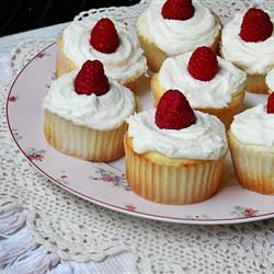 Raspberry White Chocolate Buttercream Cupcakes amandascookin