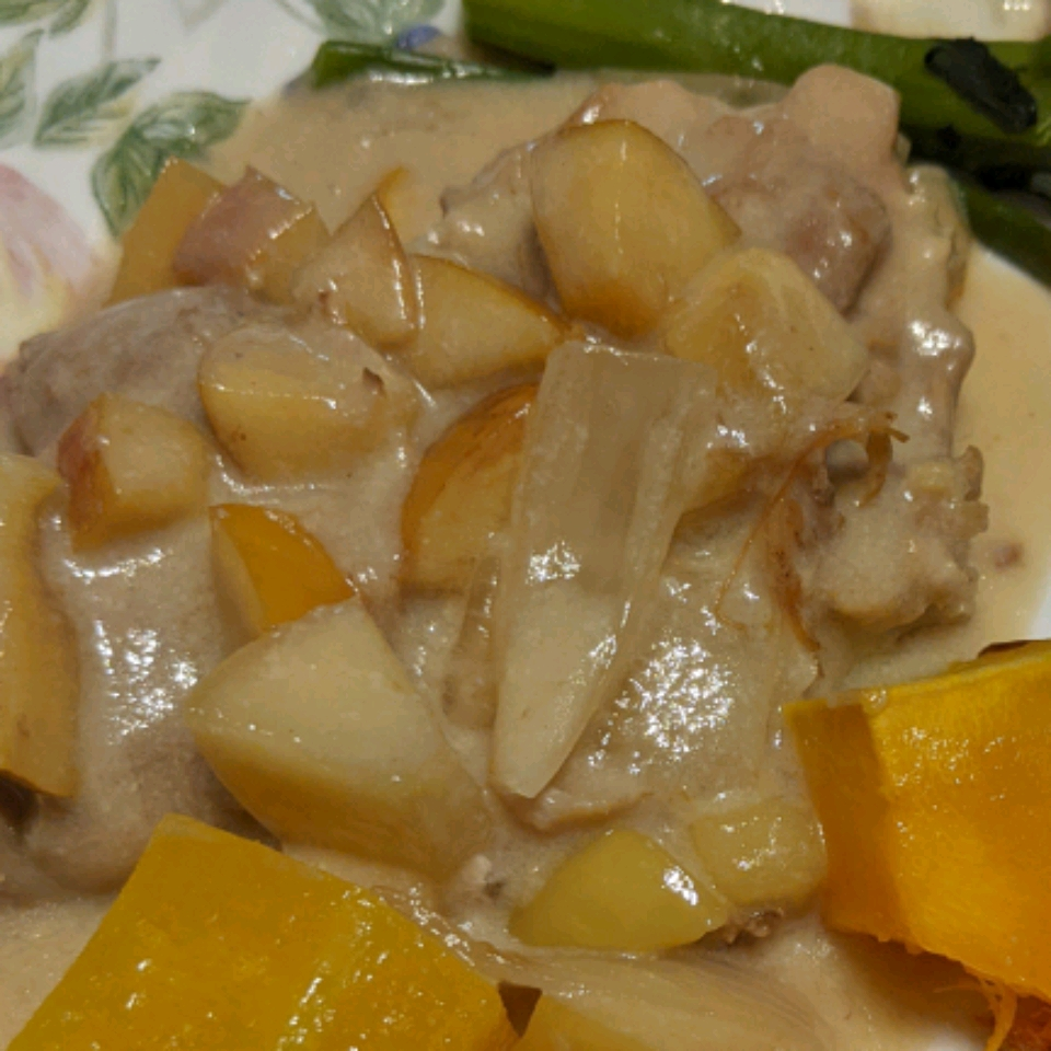 Baked Chicken Thighs with Apples and Onions Patricia
