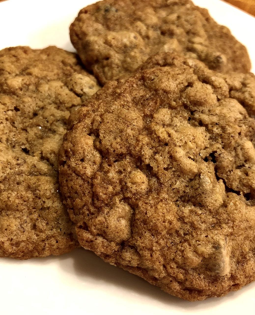 Crisp Oatmeal Cookies luv2cook