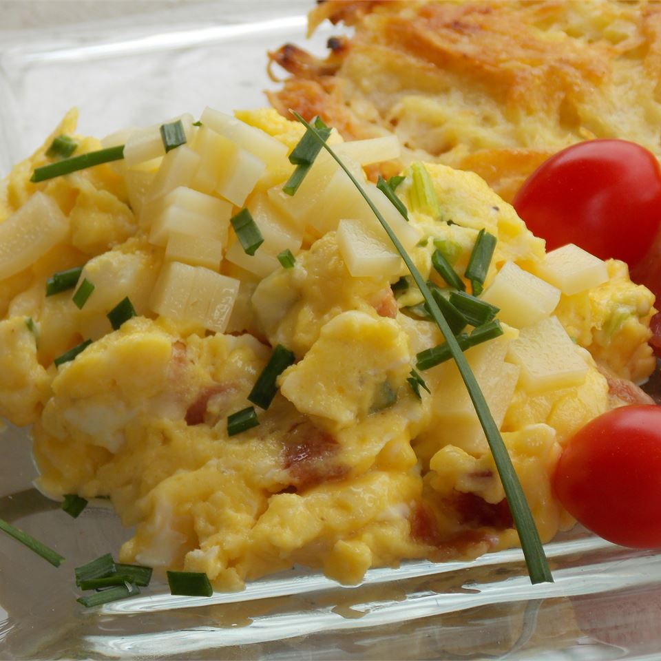 Green Garlic and Ham Scrambled Eggs with Cheese Soupster