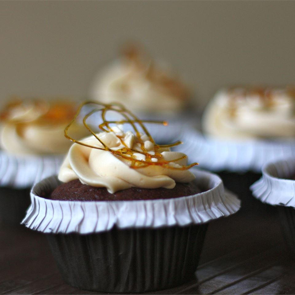 Chocolate Cupcakes with Caramel Frosting sanzoe