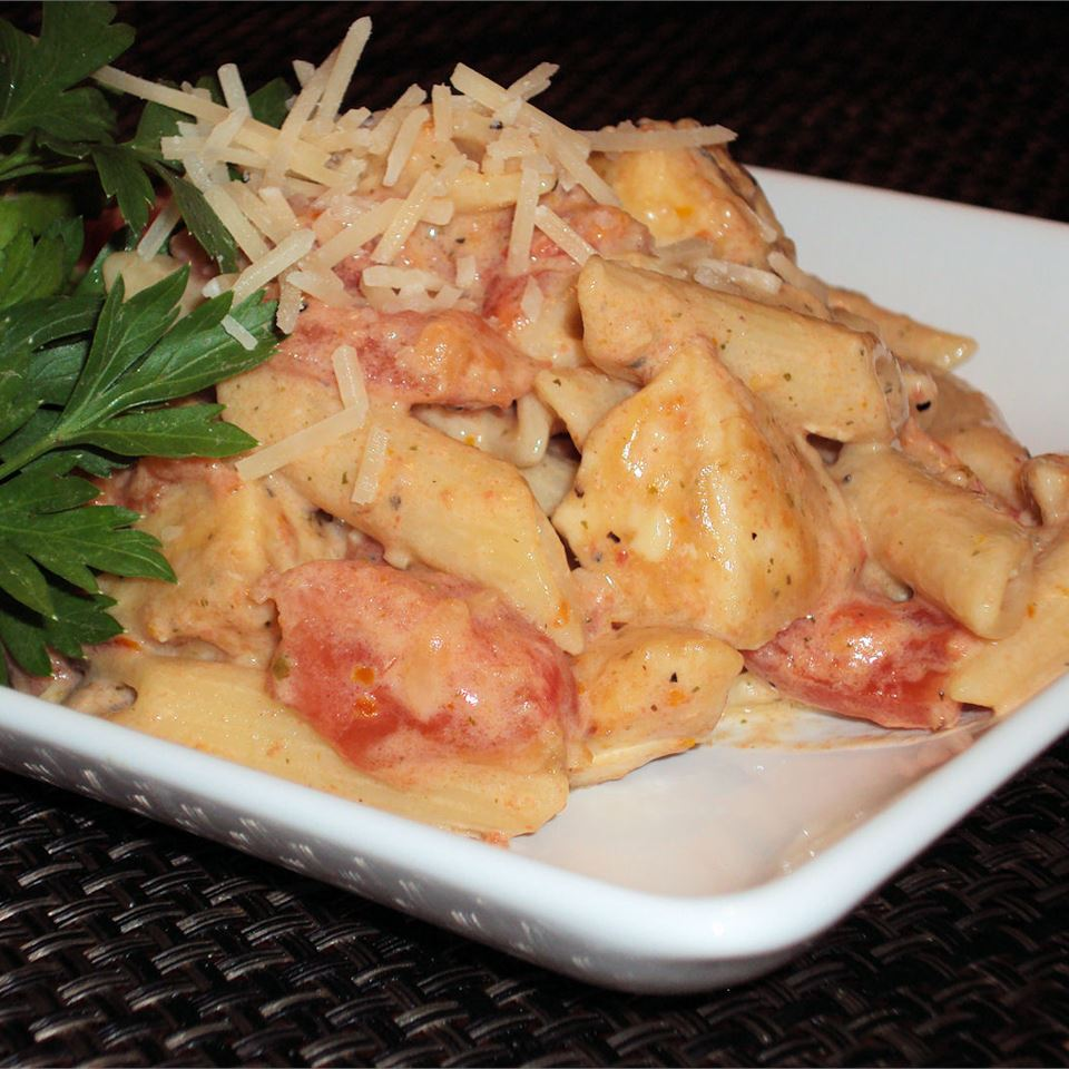 Creamy Parmesan and Sun-Dried Tomato Chicken Penne Happyschmoopies