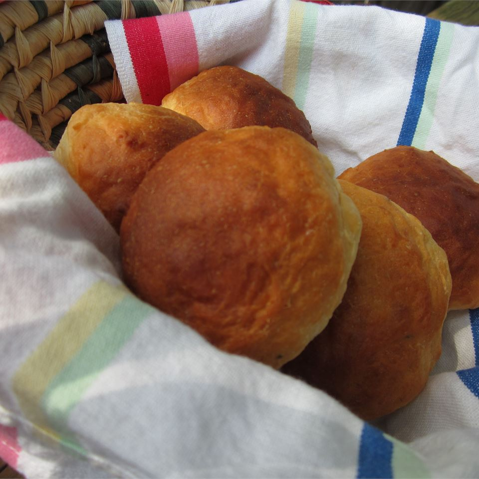 Sour Cream and Chive Rolls pomplemousse