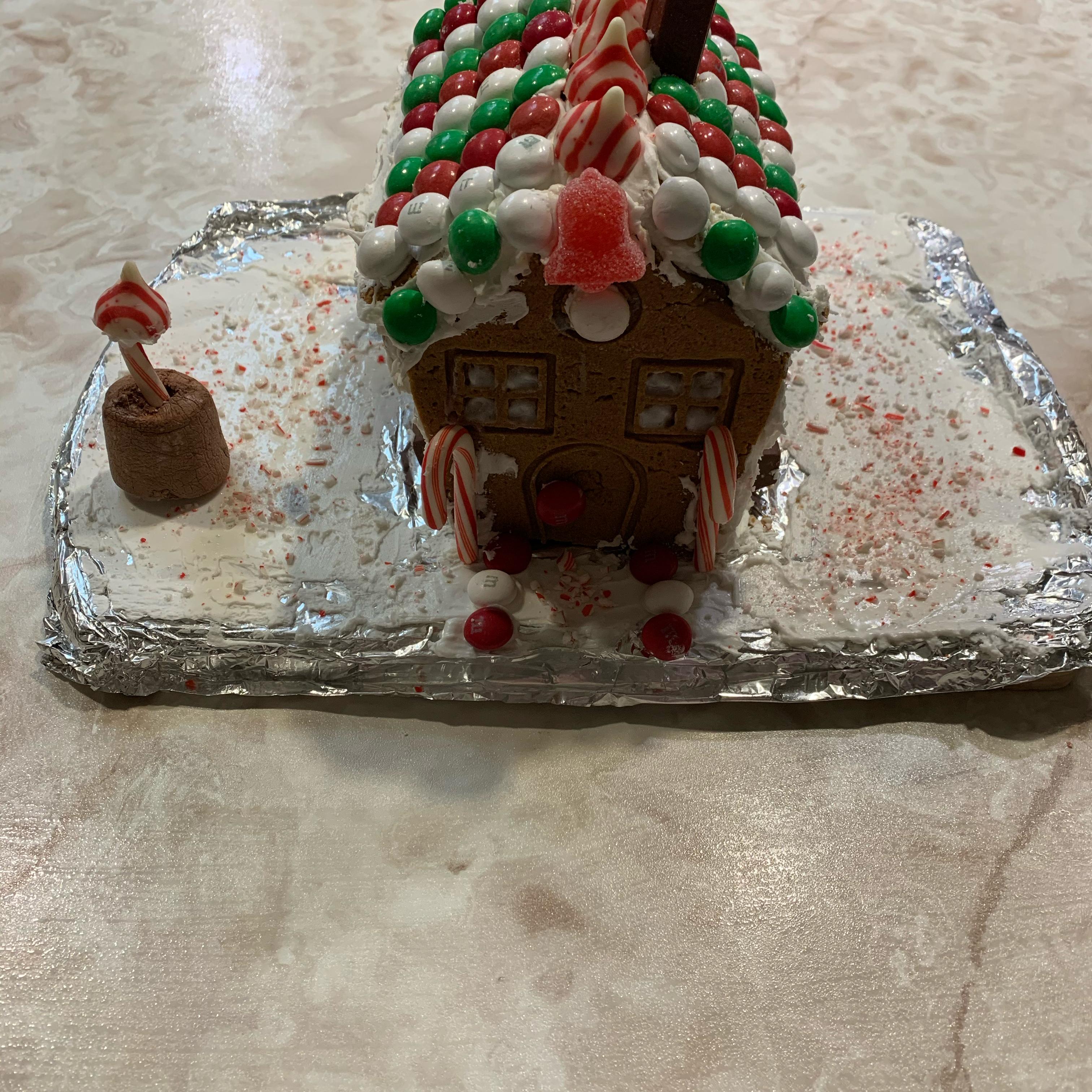 Gingerbread Maria Gross