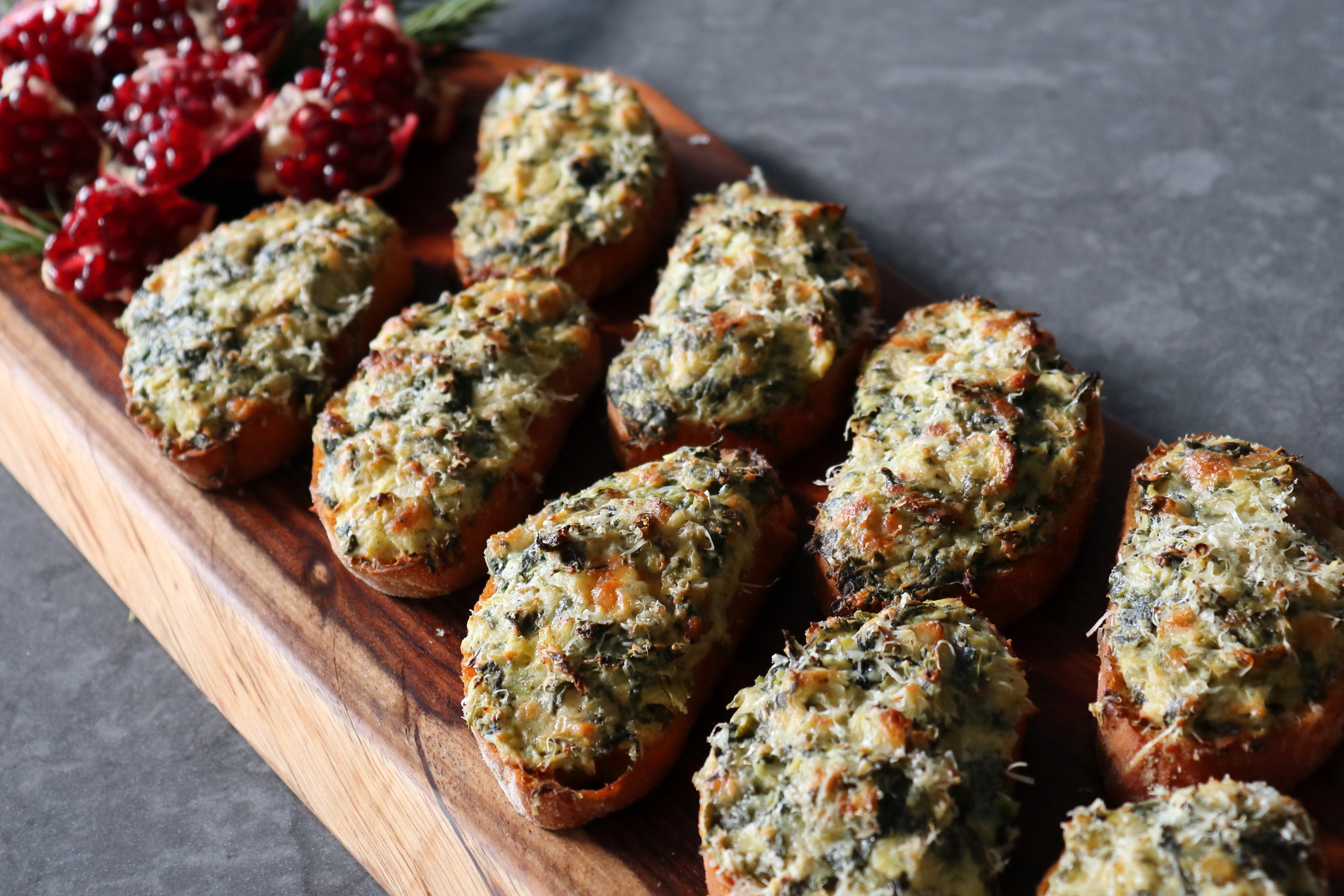 Baked Spinach and Artichoke Toasts