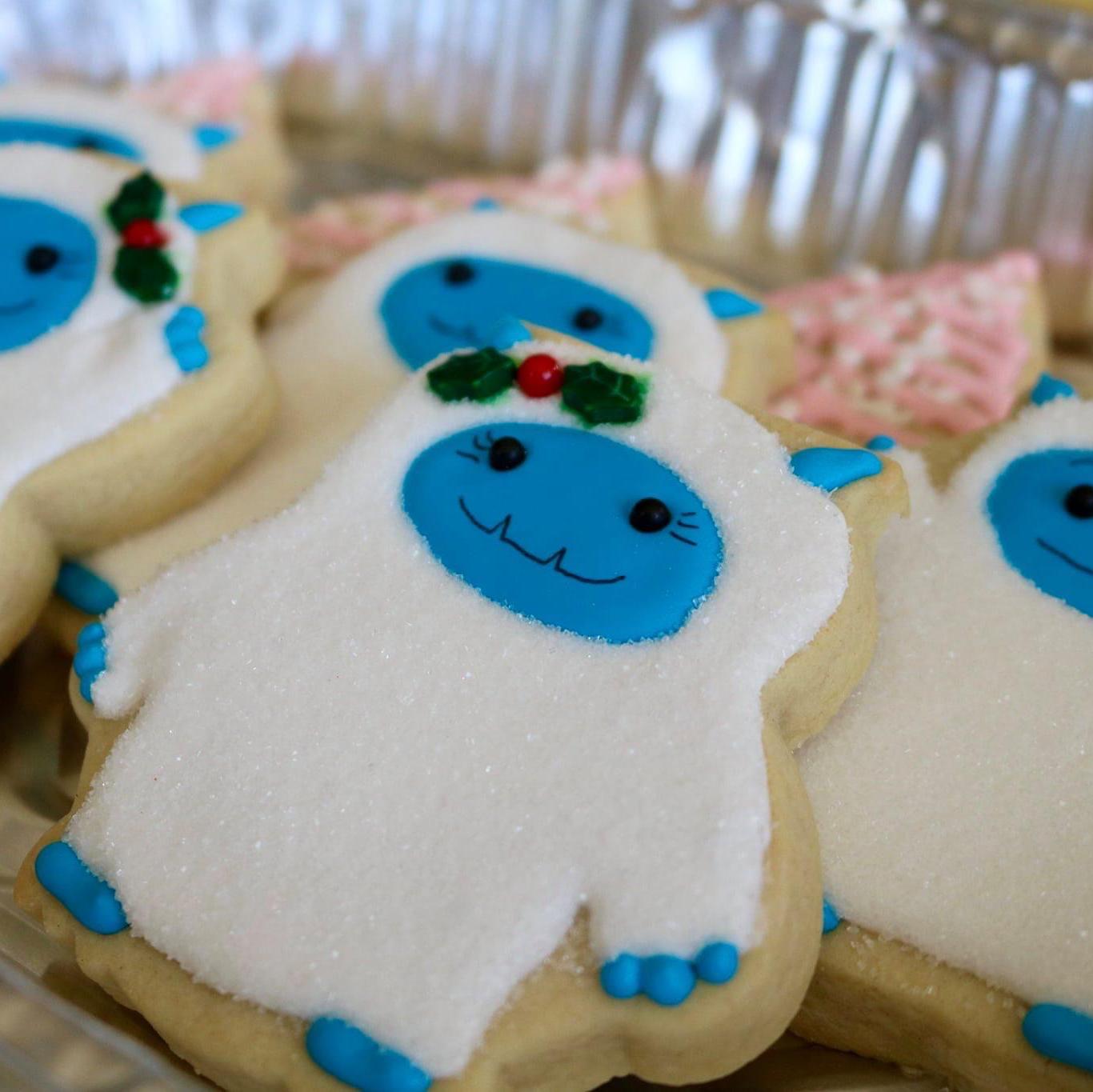 Sugar Cookies with Buttercream Frosting Skeetie
