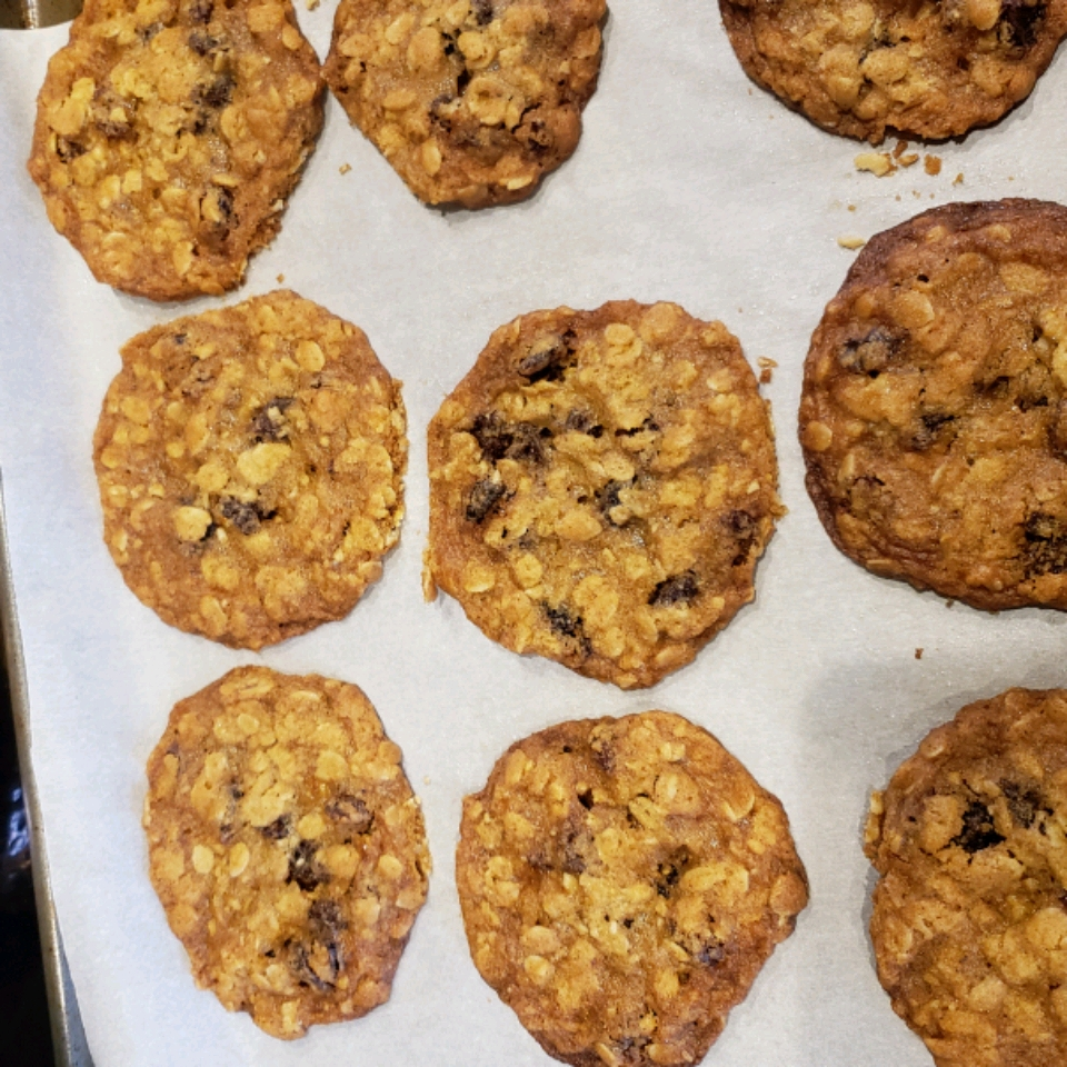 Thin and Crispy Oatmeal Raisin Cookies Maggie