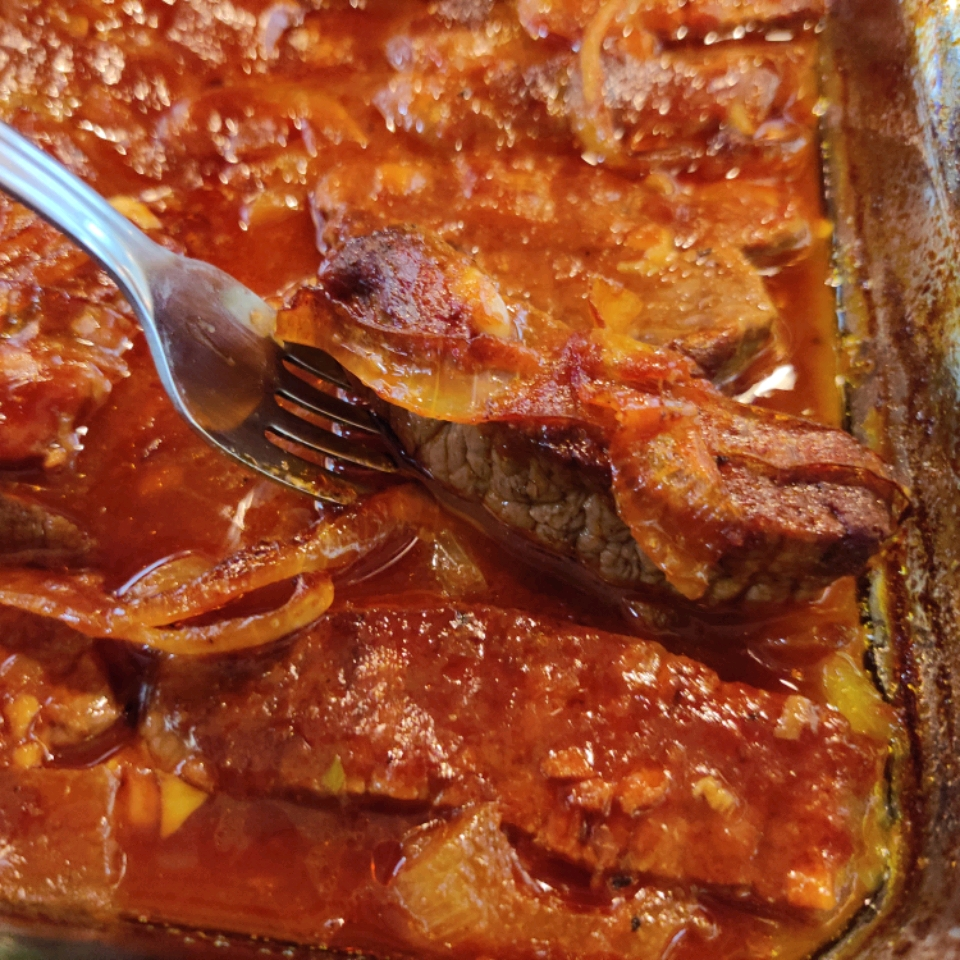 Baked Round Steak in Barbeque Sauce Mary W