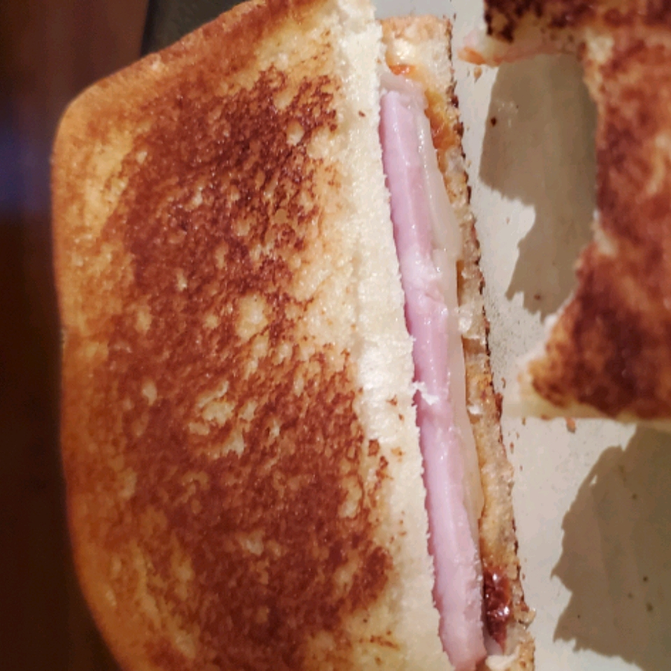 Grilled Roasted Red Pepper and Ham Sandwich Denise Ferreira