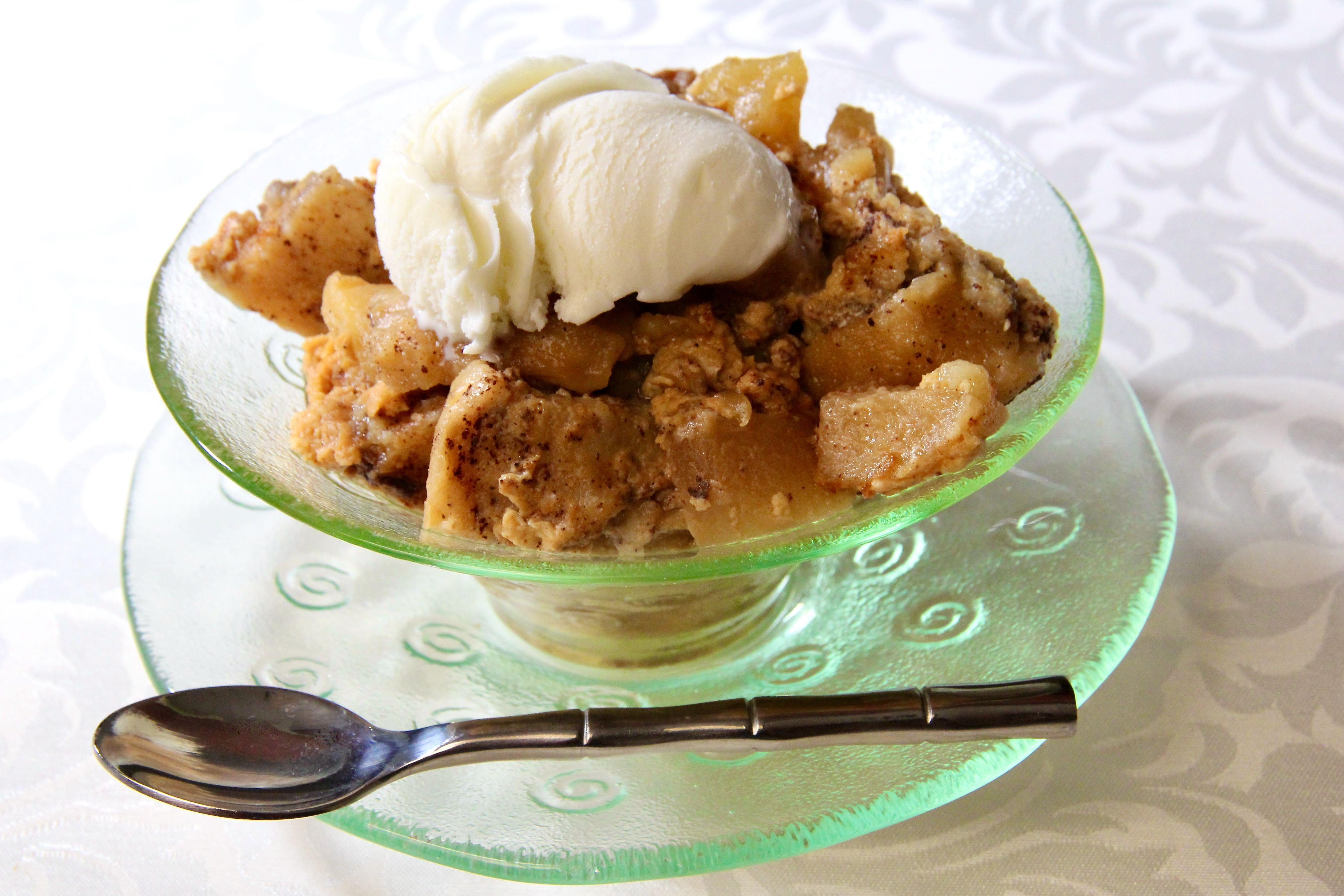 Slow Cooker Apple Cinnamon Bread Pudding