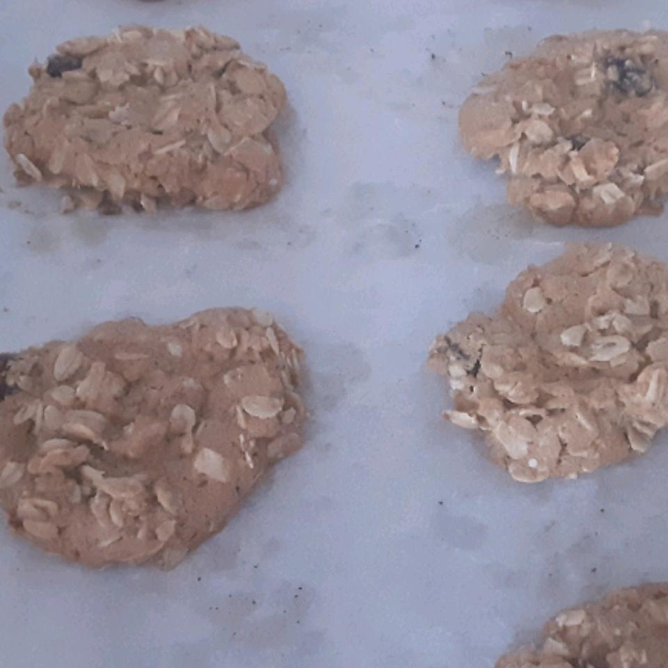 Beth's Spicy Oatmeal Raisin Cookies