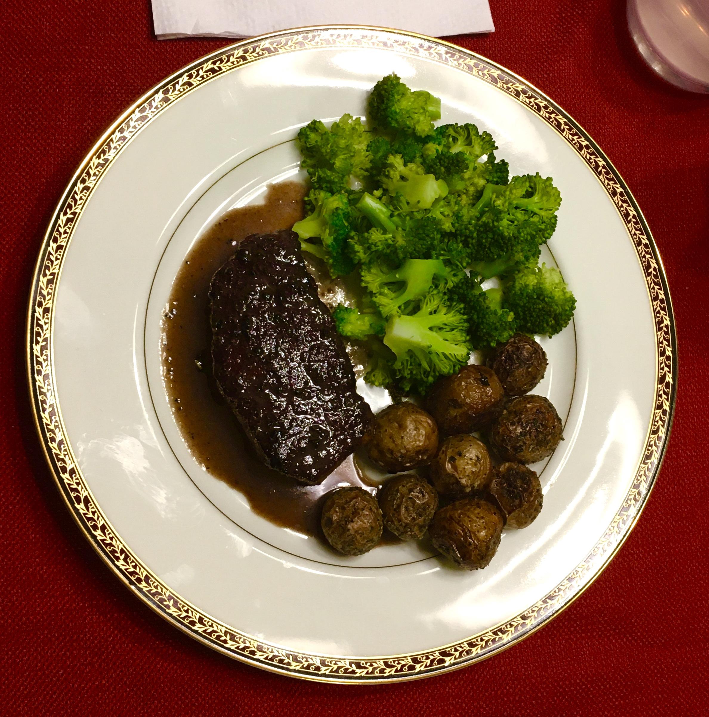 Manhattan Filet with Pan Sauce Bordelaise moo