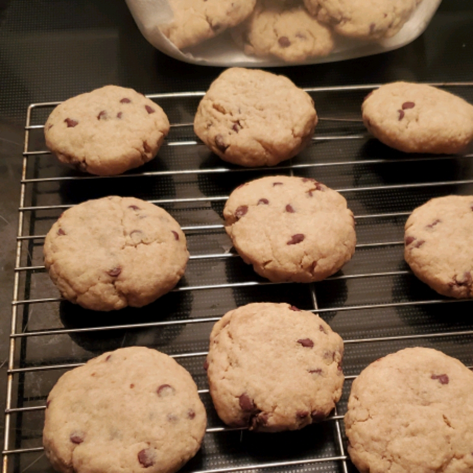 5-Ingredient Easy Chocolate Chip Cookies Andrea Matoševic