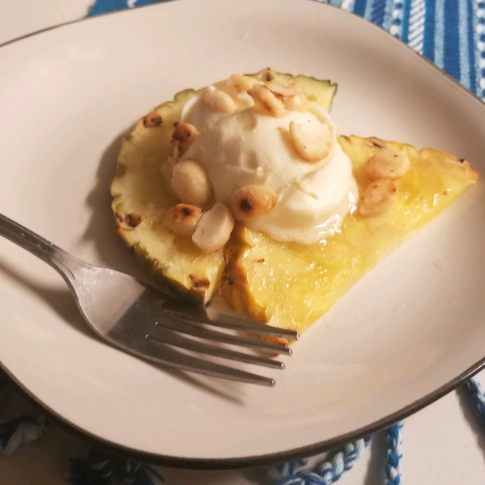Grilled Pineapple with Mascarpone Cream
