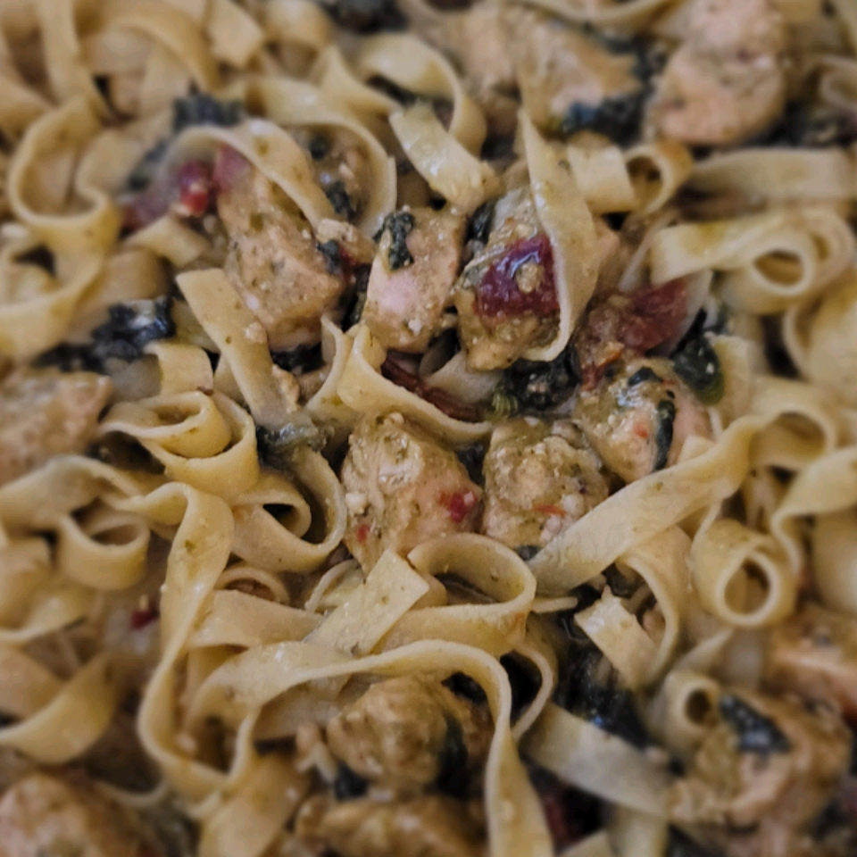 Chicken Pesto with Fettuccine and Spinach