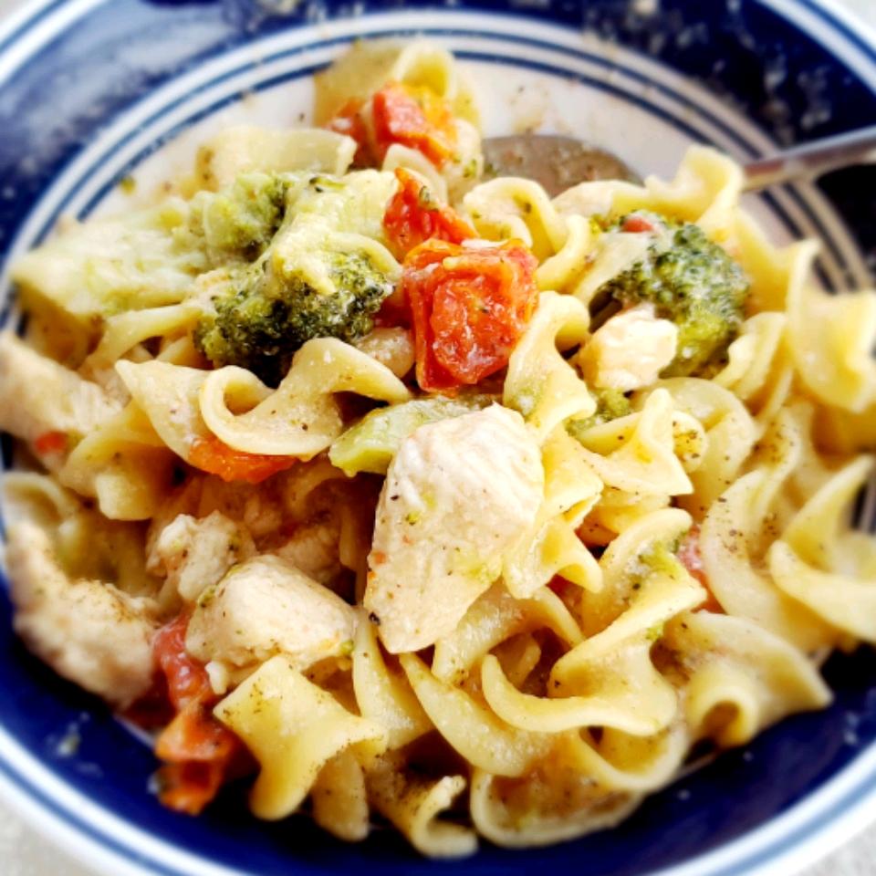 Spicy and Creamy Chicken Pasta