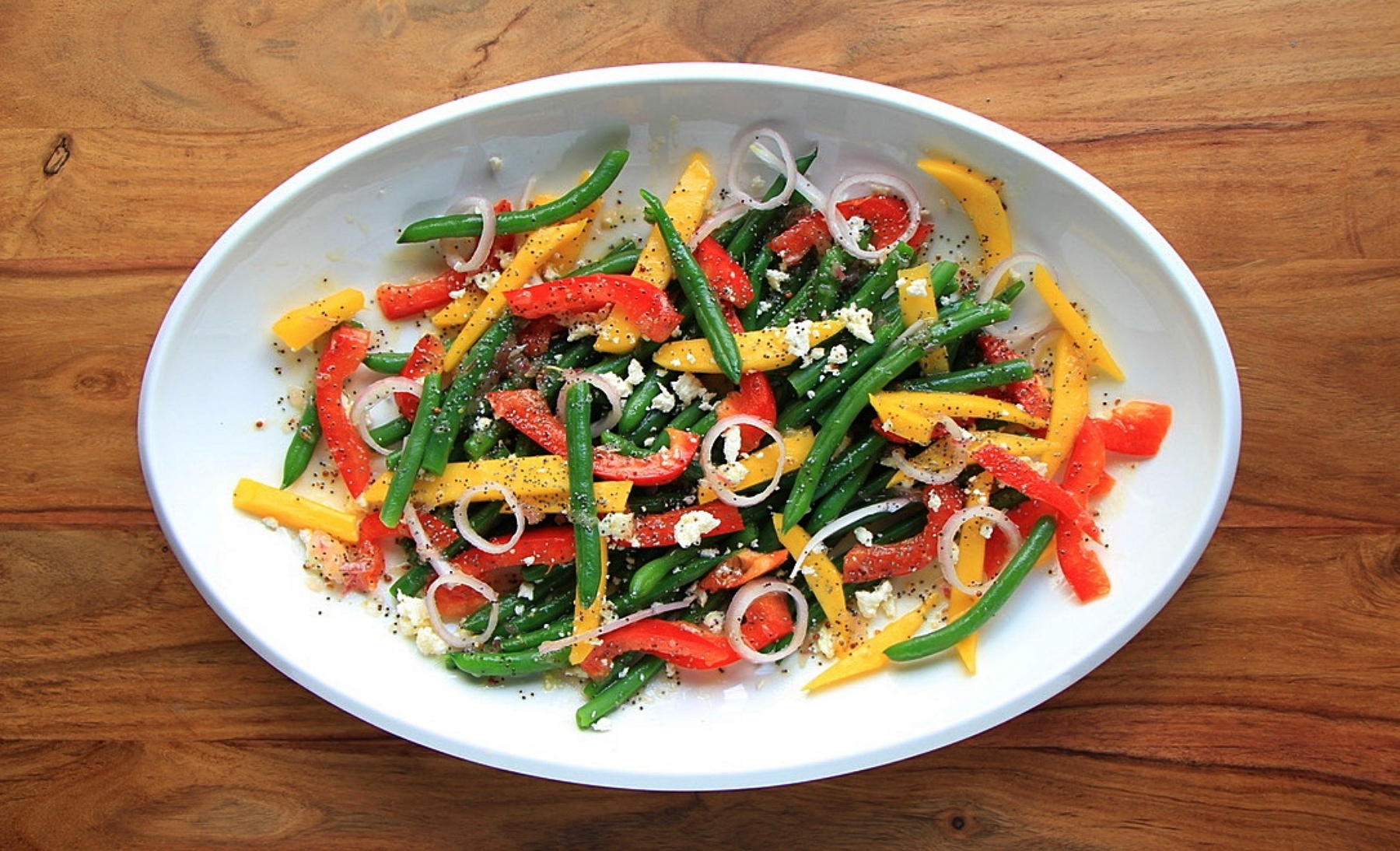 Cold Green Bean Salad with Mango and Red Peppers